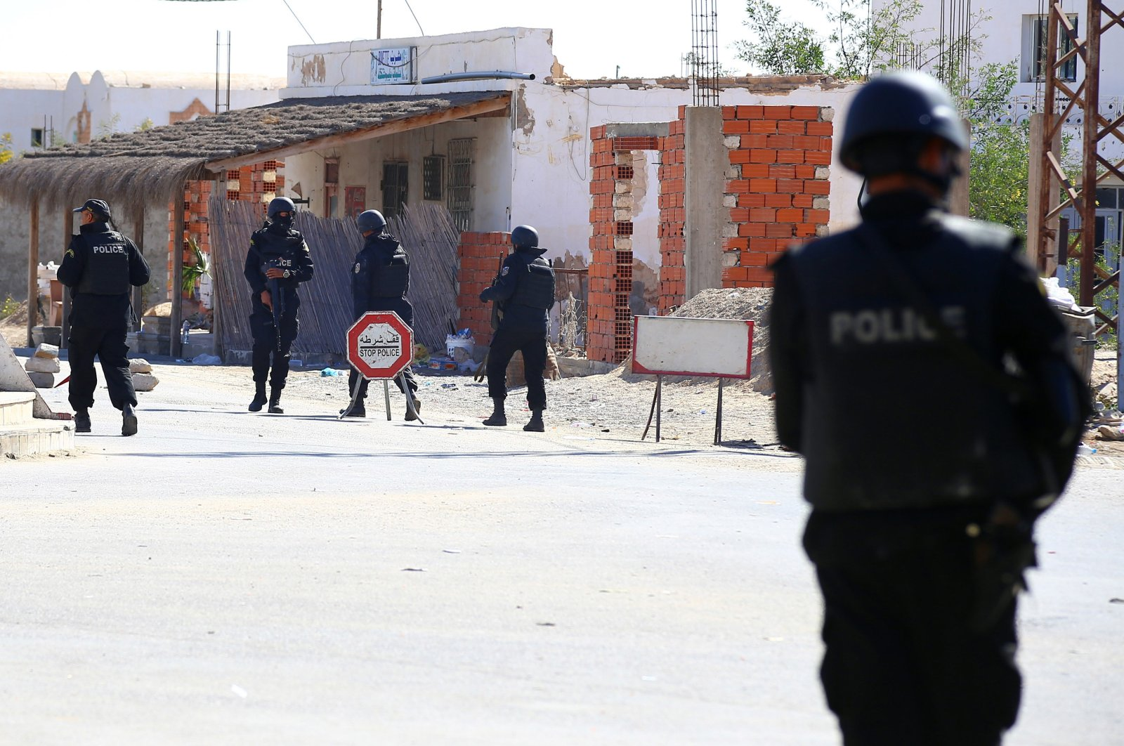 Tunisian police officers take positions as they search for attackers still at large in the outskirts of Ben Guerdane, southern Tunisia, near the border with Libya, March 8, 2016. (AP File Photo)