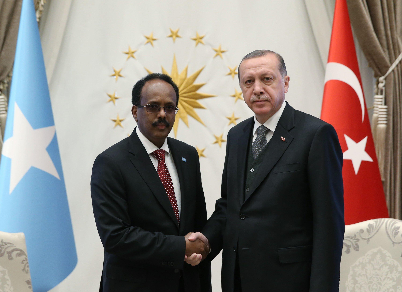 President Recep Tayyip Erdoğan shakes hands with his Somali counterpart Mohamed Abdullahi Farmaajo in Ankara, Turkey, April 26, 2017. (Photo by Ali Ekeyılmaz)