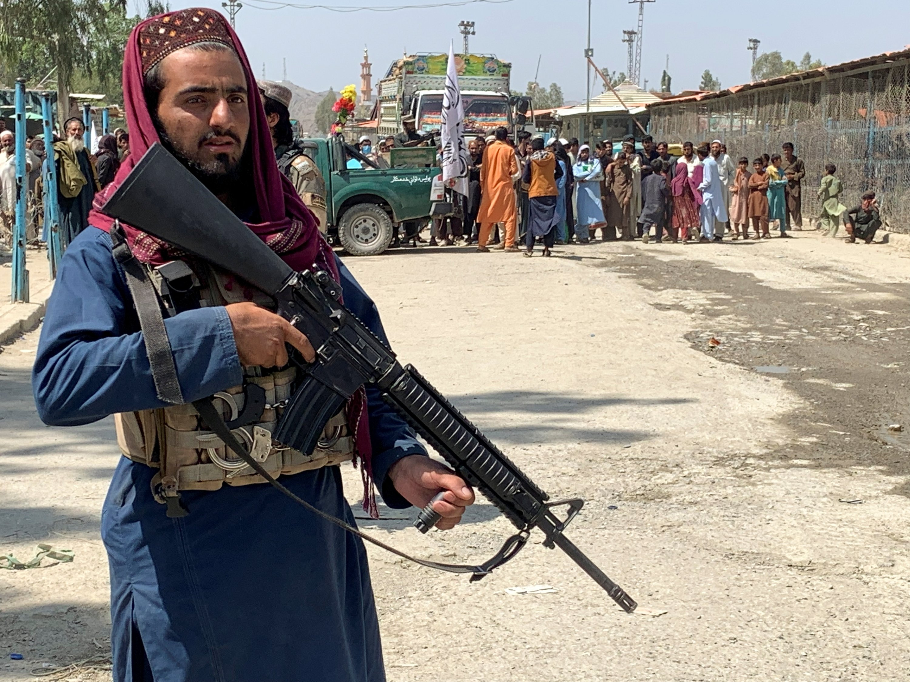 A member of the Taliban forces stands guard during an organised media tour to the Pakistan-Afghanistan crossing border, in Torkham, Pakistan Sept. 2, 2021. (REUTERS Photo)