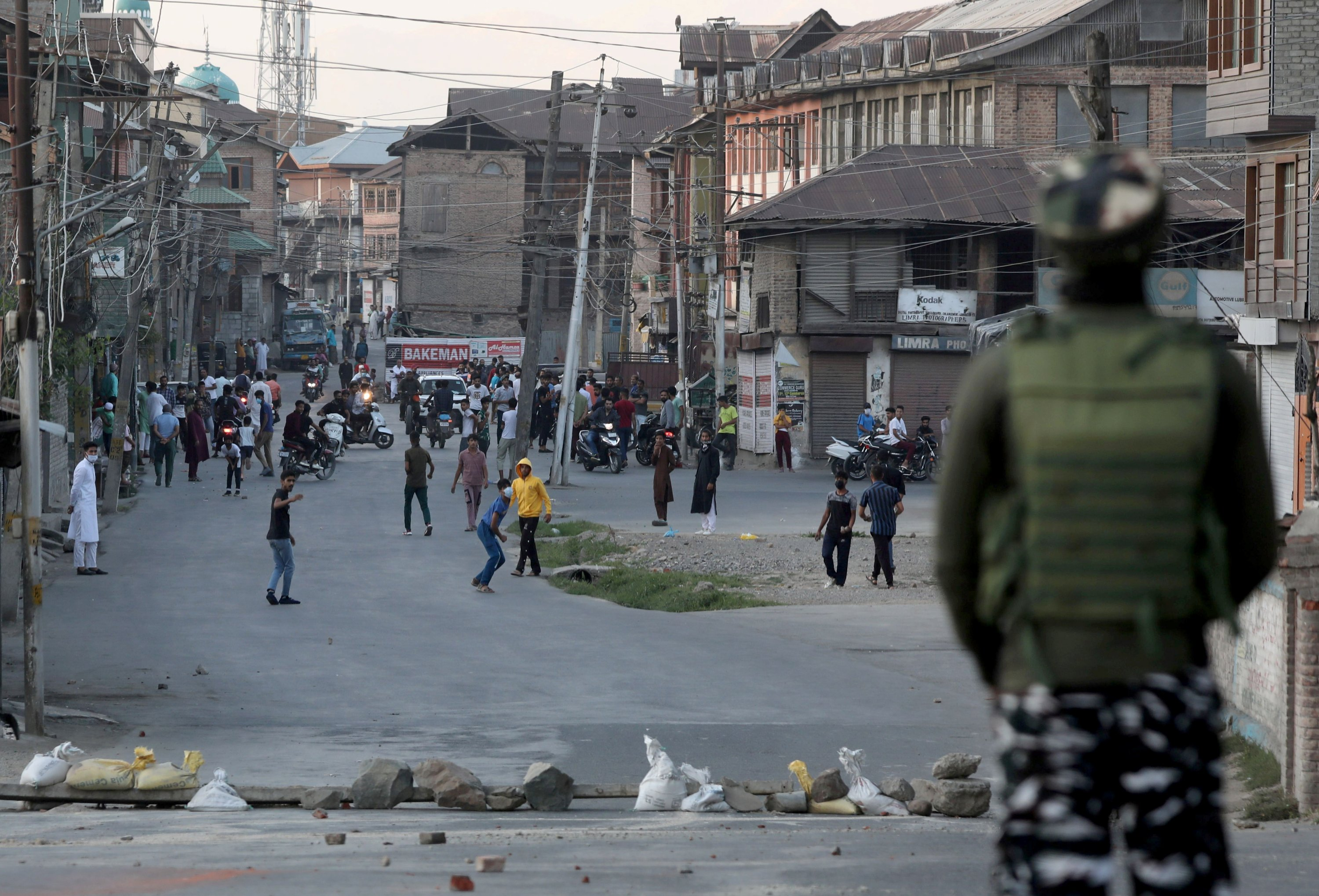 Kashmiri demonstrators throw stones towards Indian security forces during a clash following the death of Syed Ali Shah Geelani, a Kashmiri veteran separatist politician, in Srinagar Sept. 2, 2021. (REUTERS Photo)