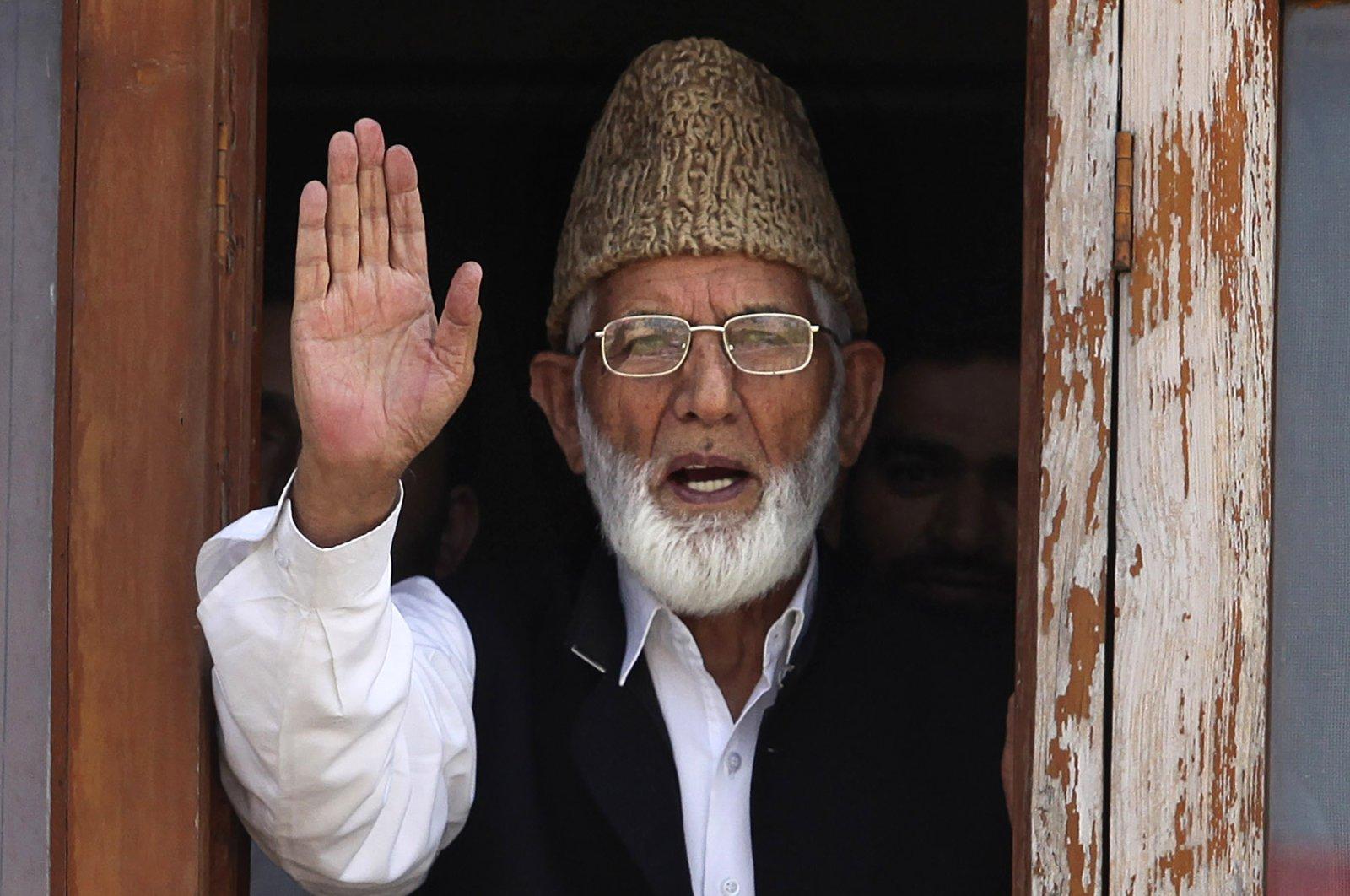 Kashmiri separatist leader Syed Ali Shah Geelani waves to the media before his arrest in Srinagar, India, Sept. 8, 2010. (AP Photo)