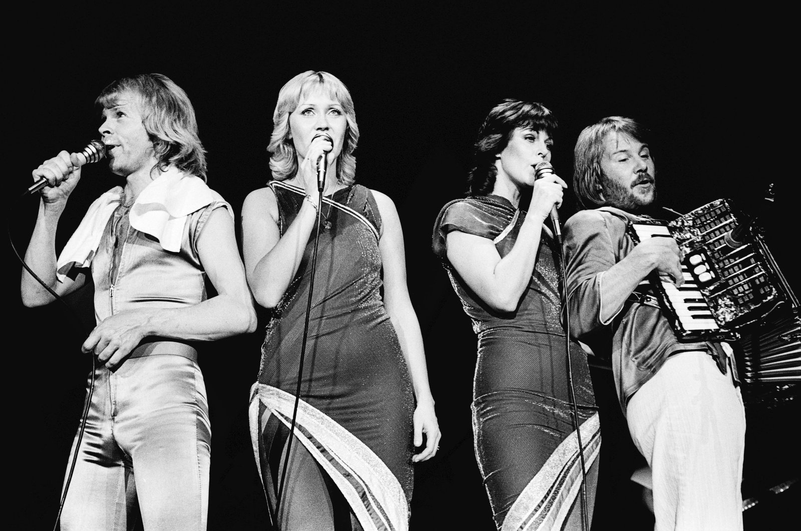Björn Ulvaeus (L), Agnetha Faltskog (C-L), Anni-Frid Lyngstad (C-R) and Benny Andersson, members of the band ABBA,perform on stage at Wembley Arena, in London, U.K.,Nov.9,1979. (Getty Images)