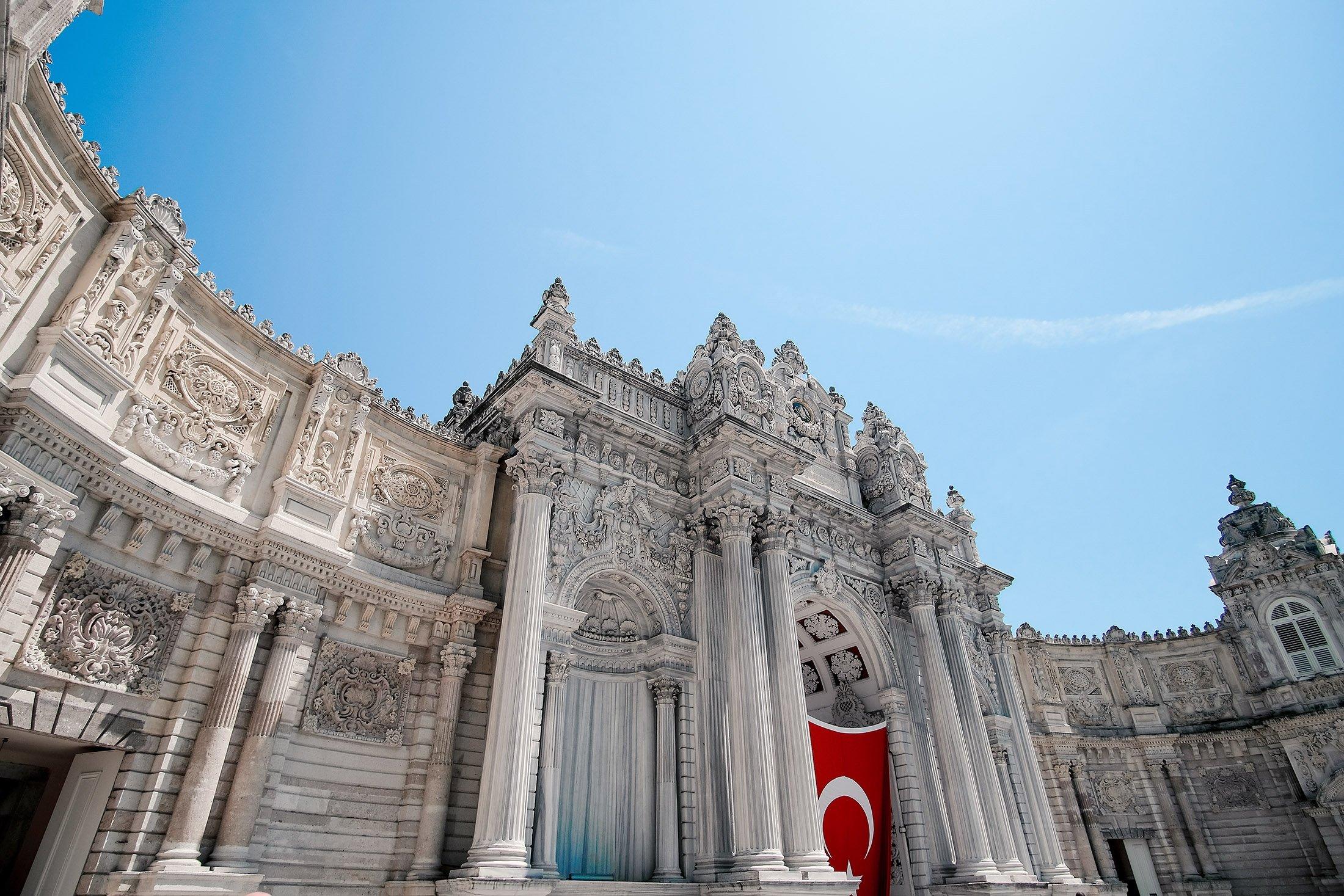 The ornate gate entrance of Dolmabahçe Palace. (Shutterstock Photo)