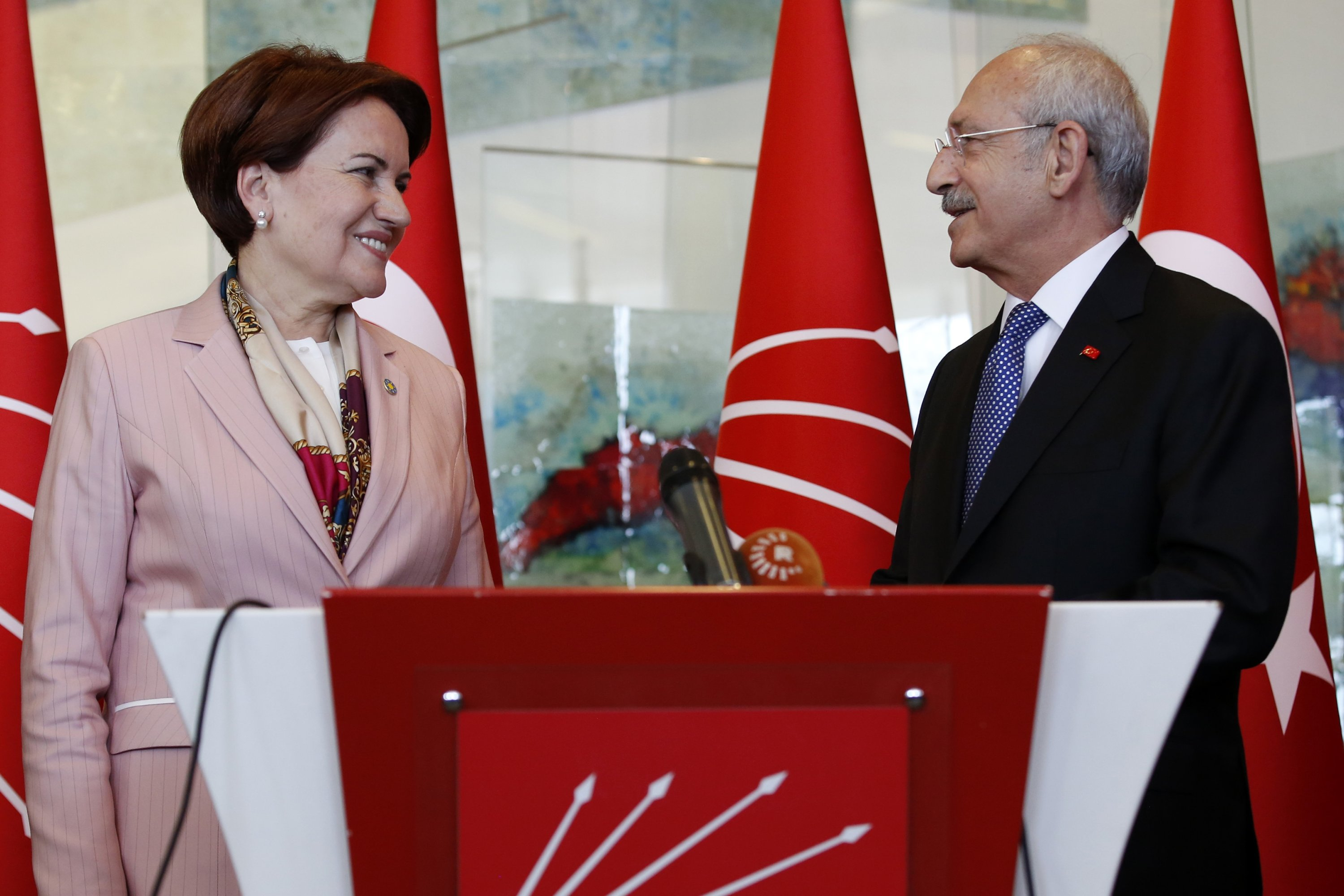 Kemal Kılıçdaroğlu (R), chairperson of the CHP, and Meral Akşener (L), chairperson of the IP, give a joint press conference at the CHP headquarters in Ankara, Turkey, Apr. 15, 2018. (Getty Images Photo)