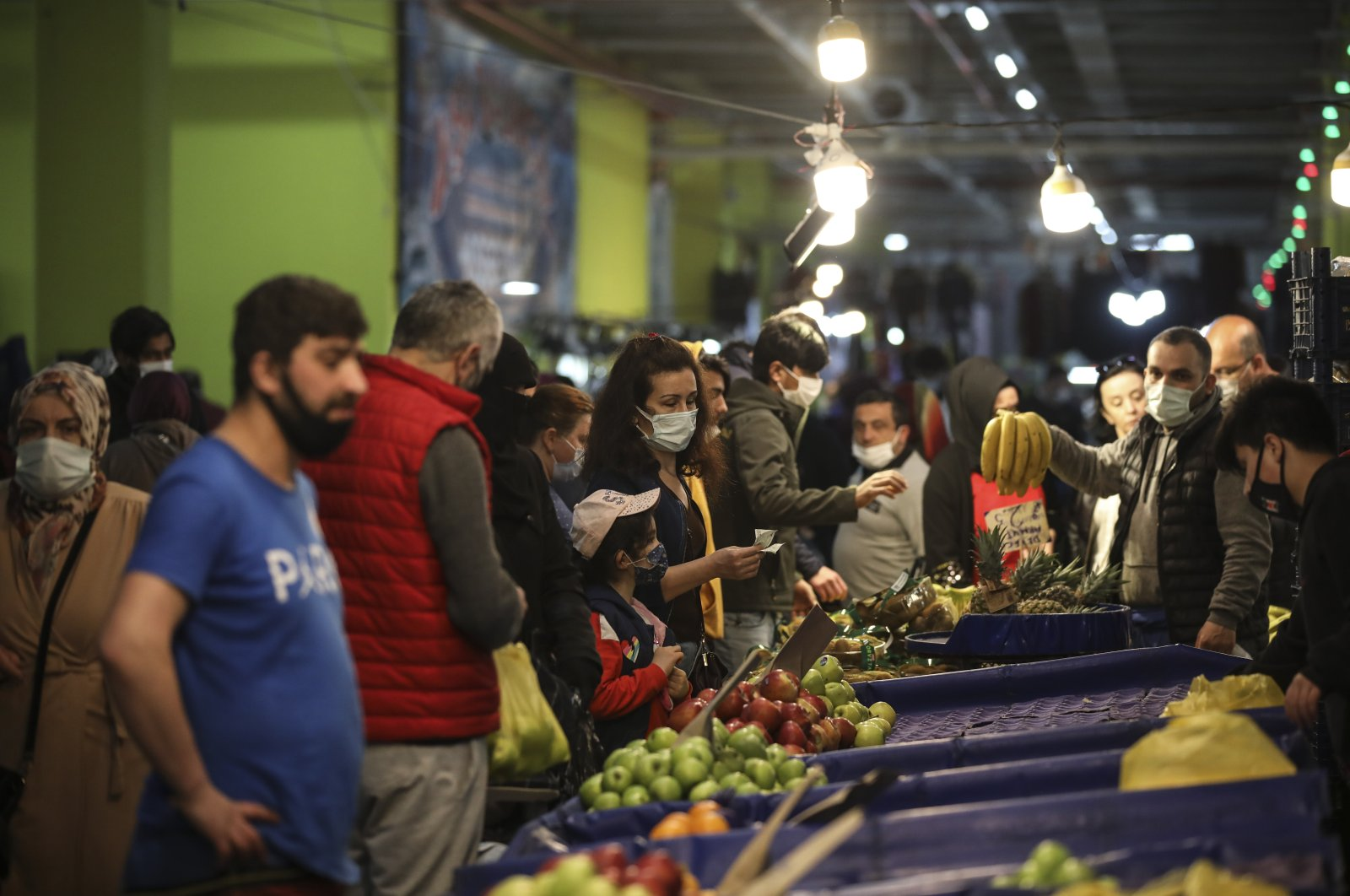People shop at the local market in Istanbul, Turkey, April 29, 2021. (AP Photo)