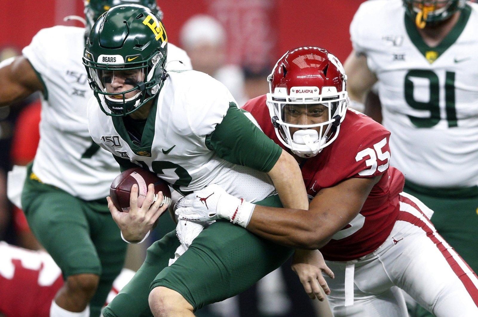 Oklahoma linebacker Nik Bonitto (35) sacks Baylor quarterback Charlie Brewer (12) during an NCAA college football game for the Big 12 Conference championship in Arlington, Texas, Dec. 7, 2019. (AP Photo)