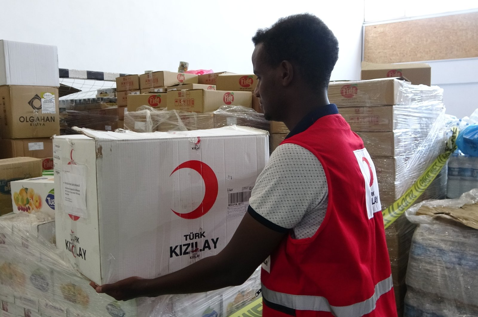 A Somalian Red Crescent worker handles an aid package sent by Turkey, Aug. 24, 2021. (IHA Photo)