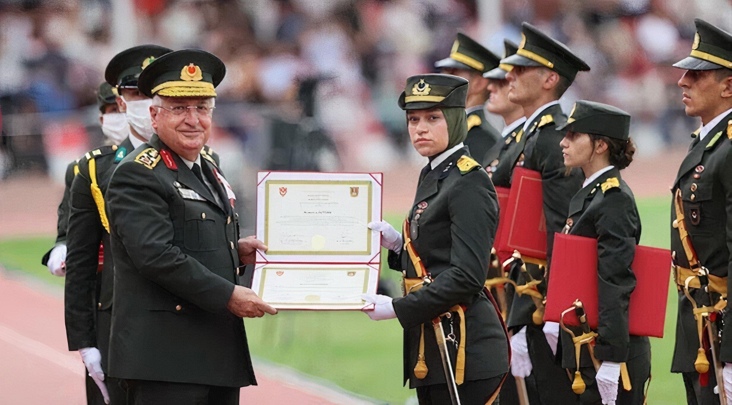 Lt. Müberra Öztürk receives her diploma from Chief of Staff Gen. Yaşar Güler in Istanbul, Turkey, Aug. 31, 2021. (AA Photo)