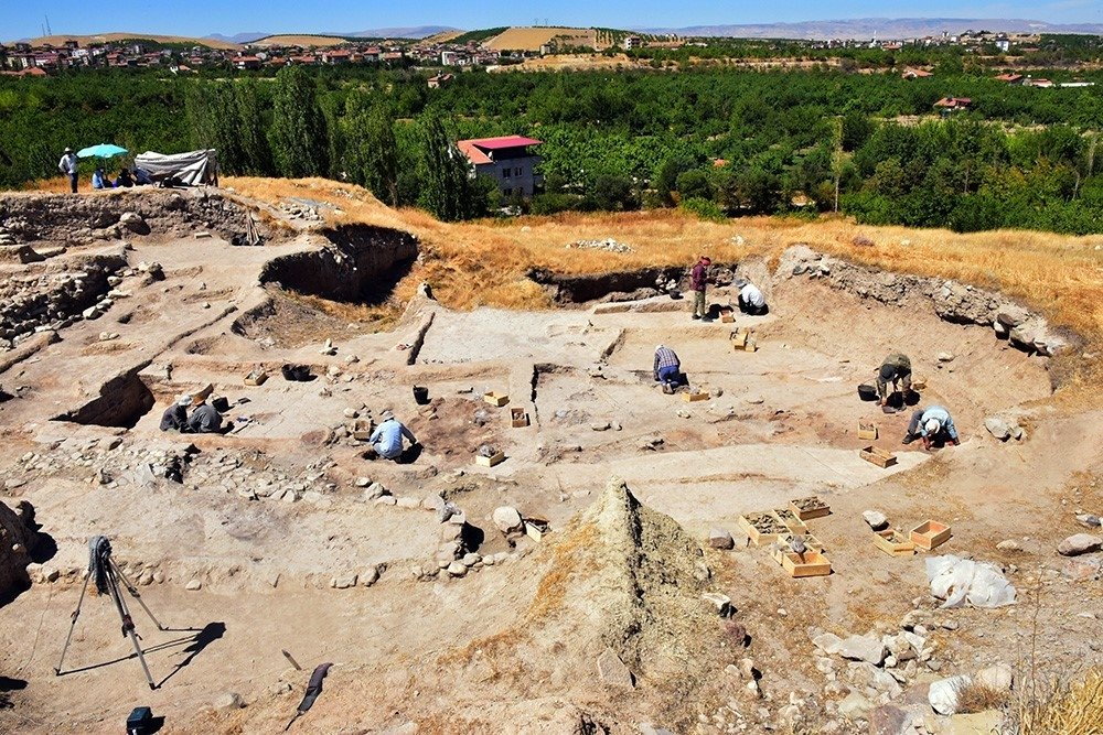 The graves and remains of houses are seen at the Arslantepe Mound in eastern Malatya province, Turkey, Sept. 4, 2021. (IHA Photo)