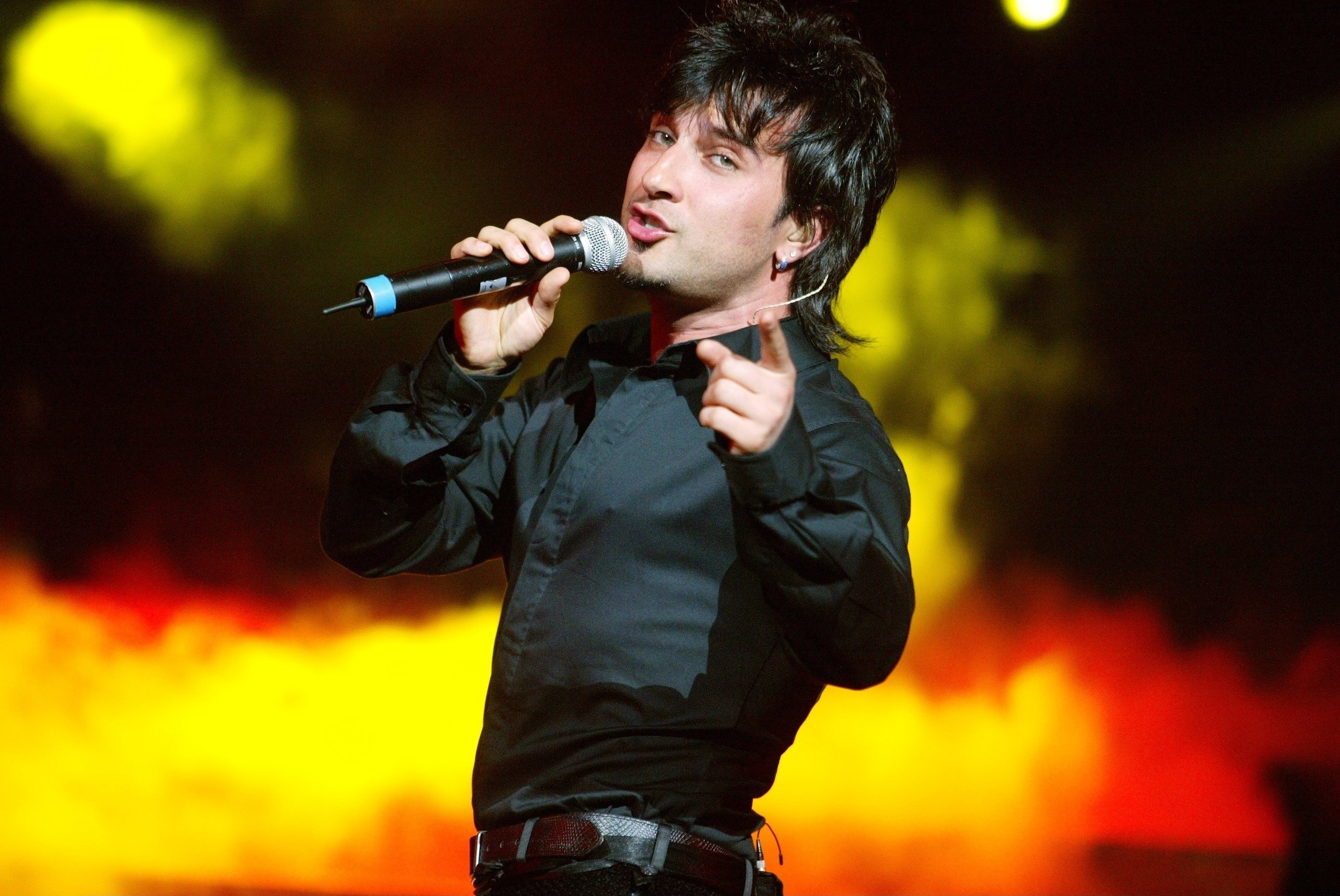 Turkish pop singer Tarkan performs at Lanxess Arena, Germany, July 5, 2004. (Getty Images)