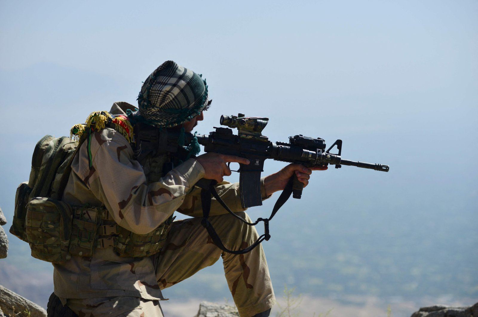 A member of the Afghan resistance movement and anti-Taliban uprising force takes up a postion during a patrol on a hilltop in the Darband area in Anaba district, Panjshir province, Afghanistan, Sept. 1, 2021. (AFP Photo)