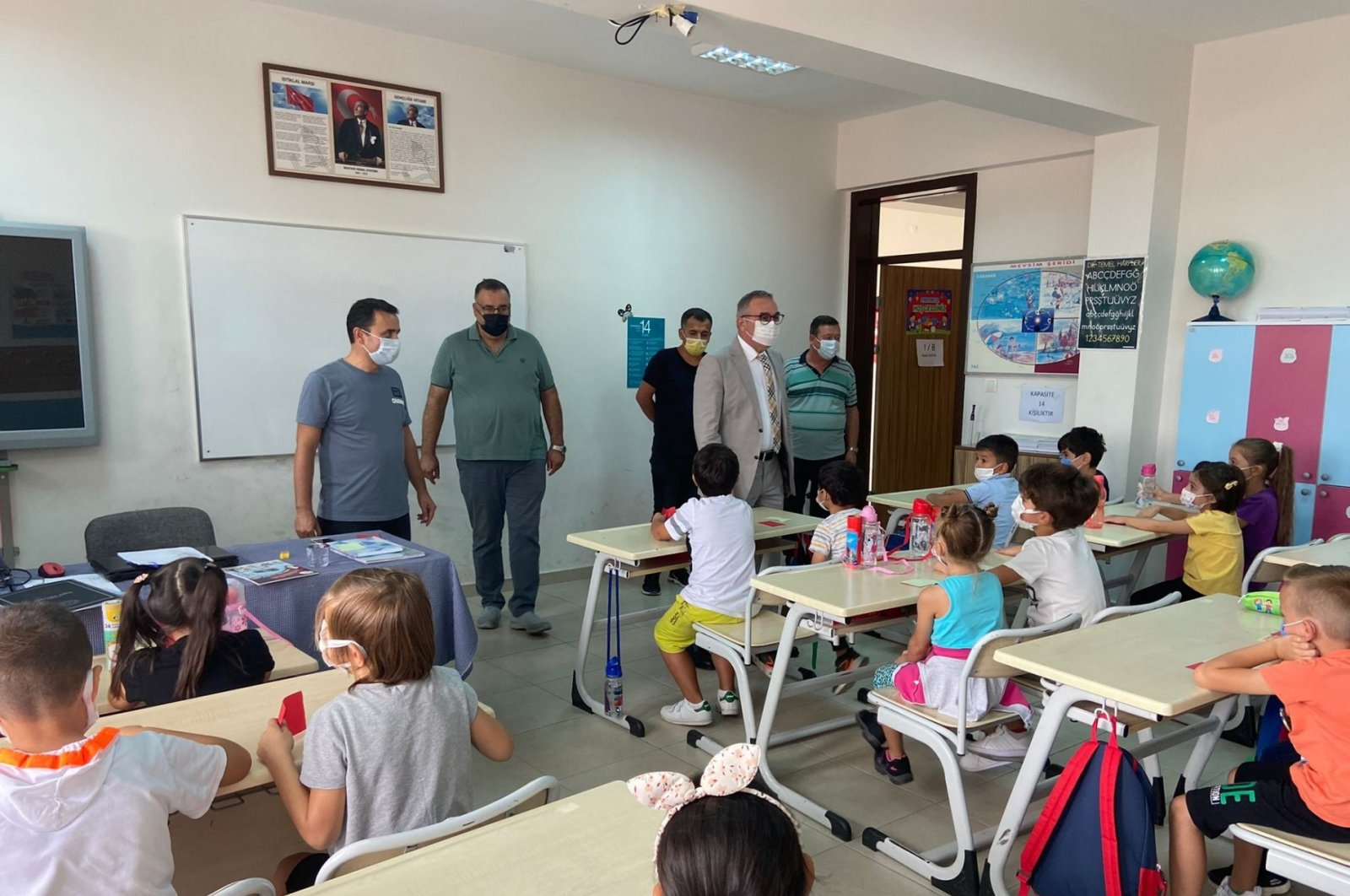Turkish education authorities visit a classroom in northwestern Bilecik province for inspection of COVID-19 precautions on Sept. 4, 2021. (IHA Photo)
