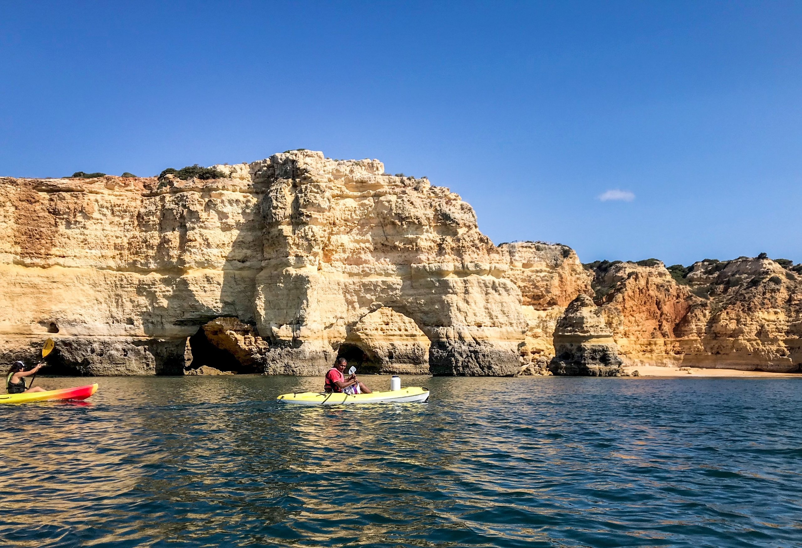 A formação rochosa da Praia de Marinas é chamada de 'Elefante'.  (foto dpa)