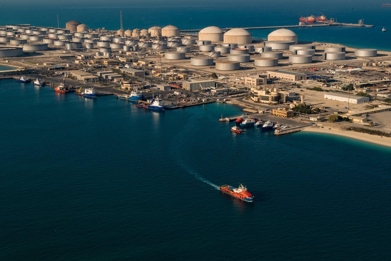 Saudi Arabia's state-owned oil and gas company's Dhahran oil plants, in eastern Saudi Arabia, Feb. 11, 2018. (Saudi Aramco via AFP)