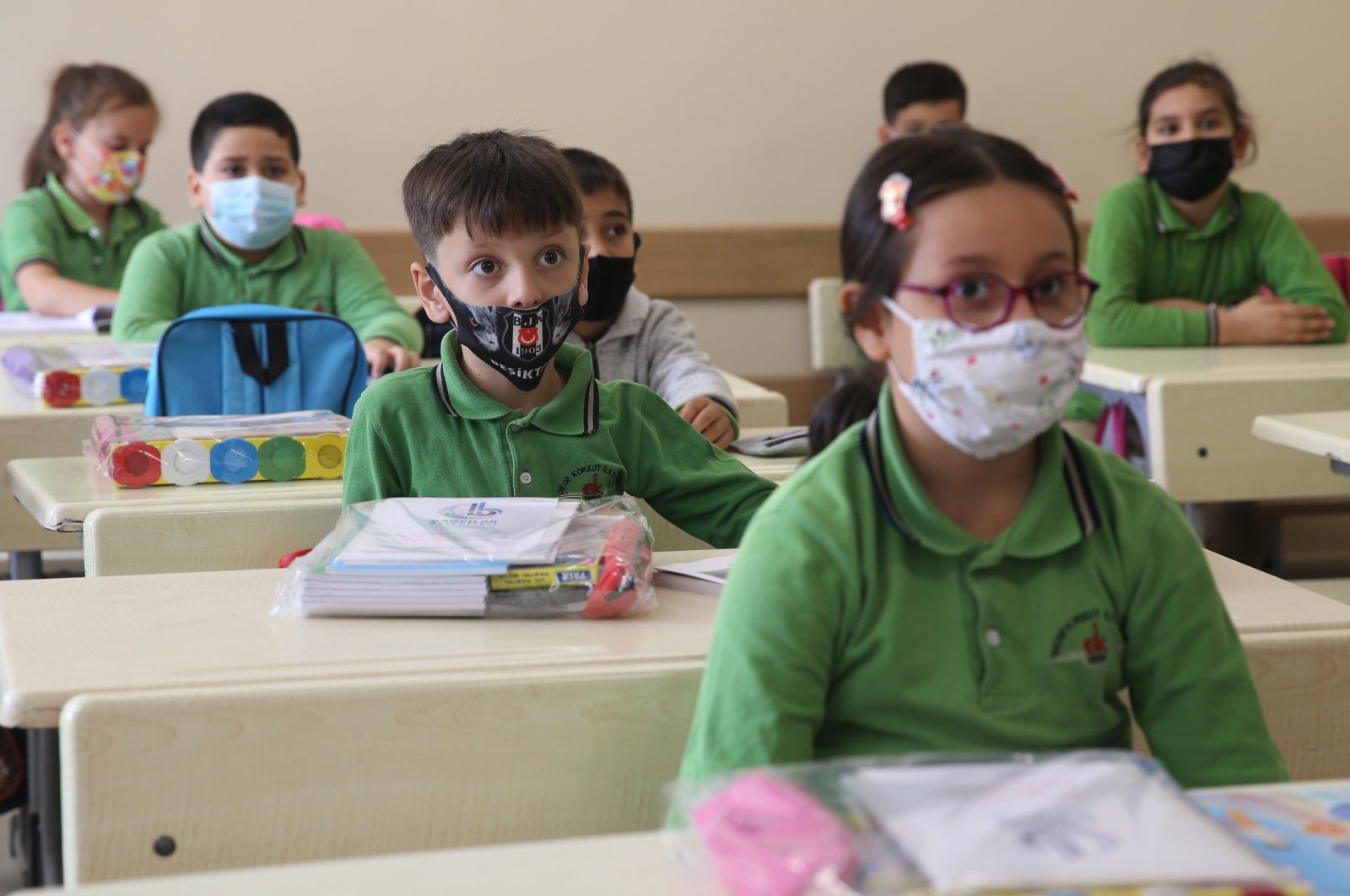 Students wearing protective masks sit inside a classroom at a school in Bağcılar district, Istanbul, Turkey, Sept. 6, 2021. (AA Photo)