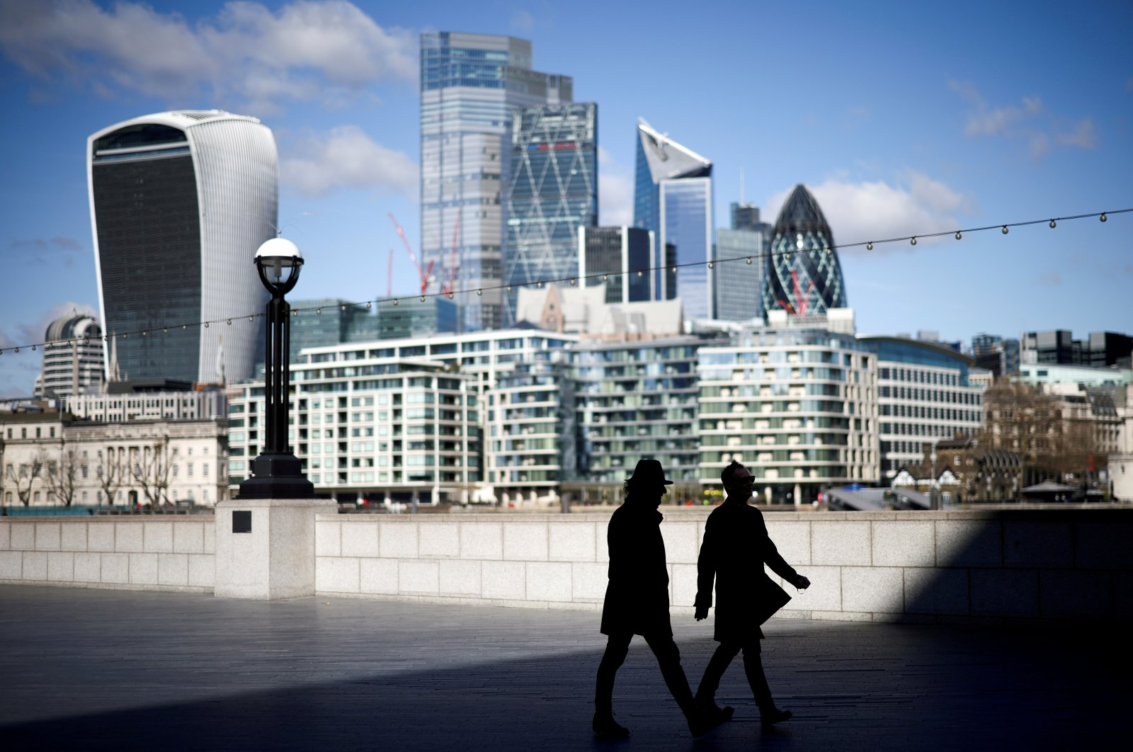People are seen in the City of London financial district in London, the U.K., March 19, 2021. (Reuters Photo)