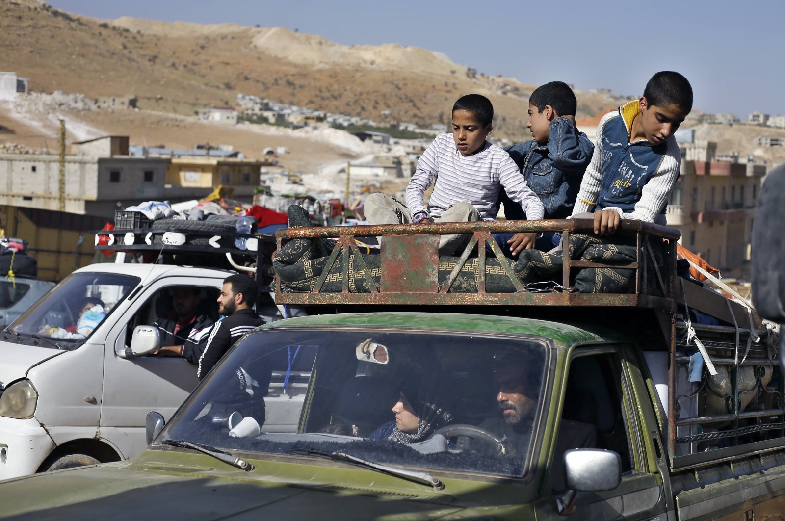 Syrian refugees in a pickup truck get ready to cross into Syria from the eastern Lebanese border town of Arsal, Lebanon, June 28, 2018. (AP Photo)