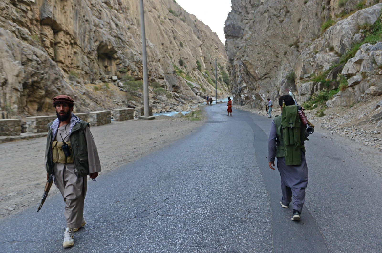 Afghan resistance movement and anti-Taliban uprising forces personnel patrol along a road in Rah-e Tang, Panjshir province, Afghanistan, Aug. 29, 2021. (AFP Photo)