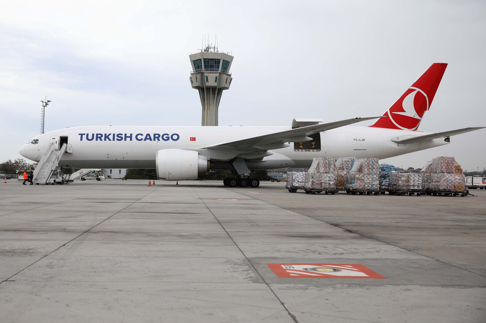 A Turkish Cargo plane is seen on the tarmac of Atatürk Airport, in Istanbul, Turkey, Nov. 18, 2020. (Reuters Photo)