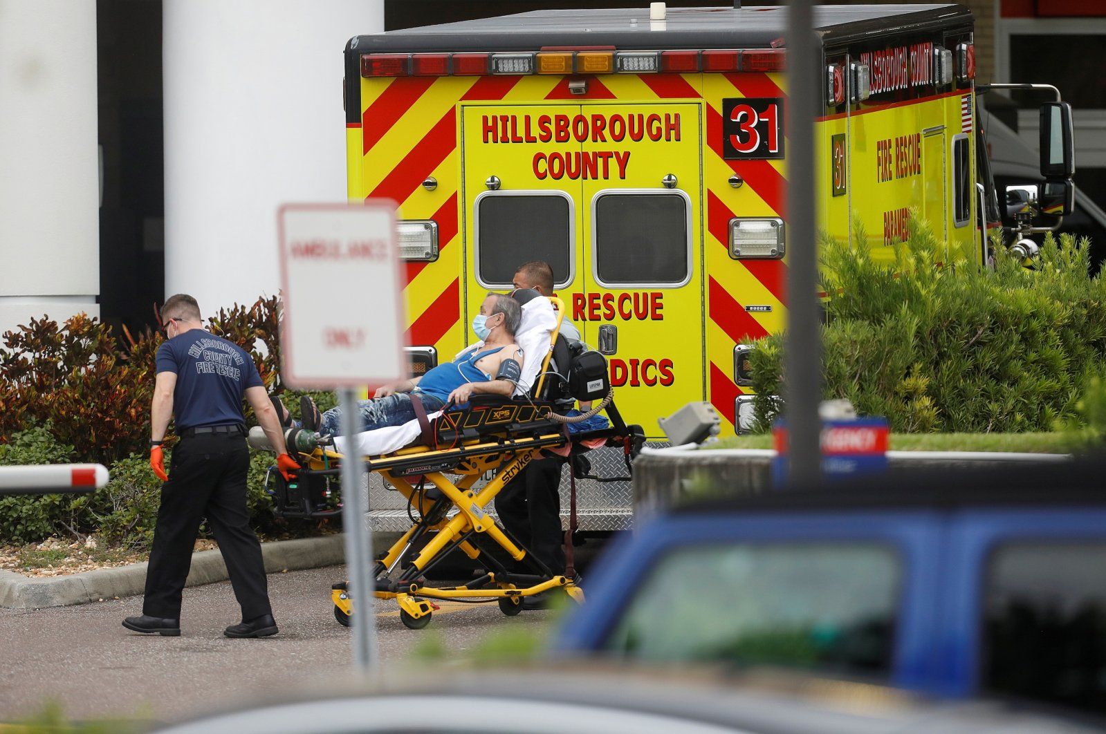 Hillsborough County Rescue first responders admit a patient to the emergency room at St. Joseph's Hospital amid the coronavirus pandemic in Tampa, Florida, U.S., Aug. 3, 2021. (Reuters Photo)