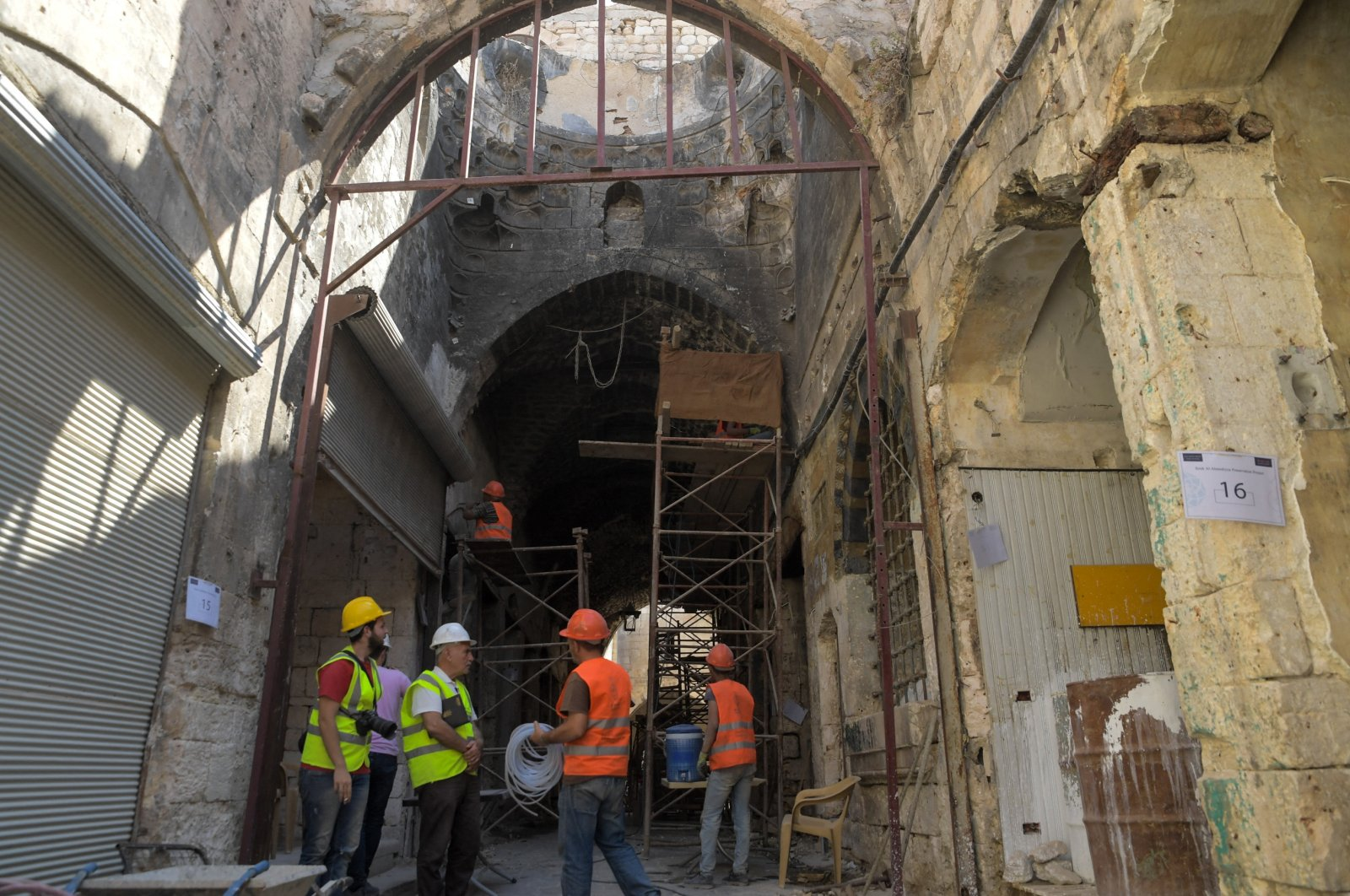 """Workers restore historic buildings in the """"Souq al-Habil"""" (ropes market) in the wake of years of conflict, Aleppo, Syria, on Aug. 29, 2021. (AFP Photo)"""