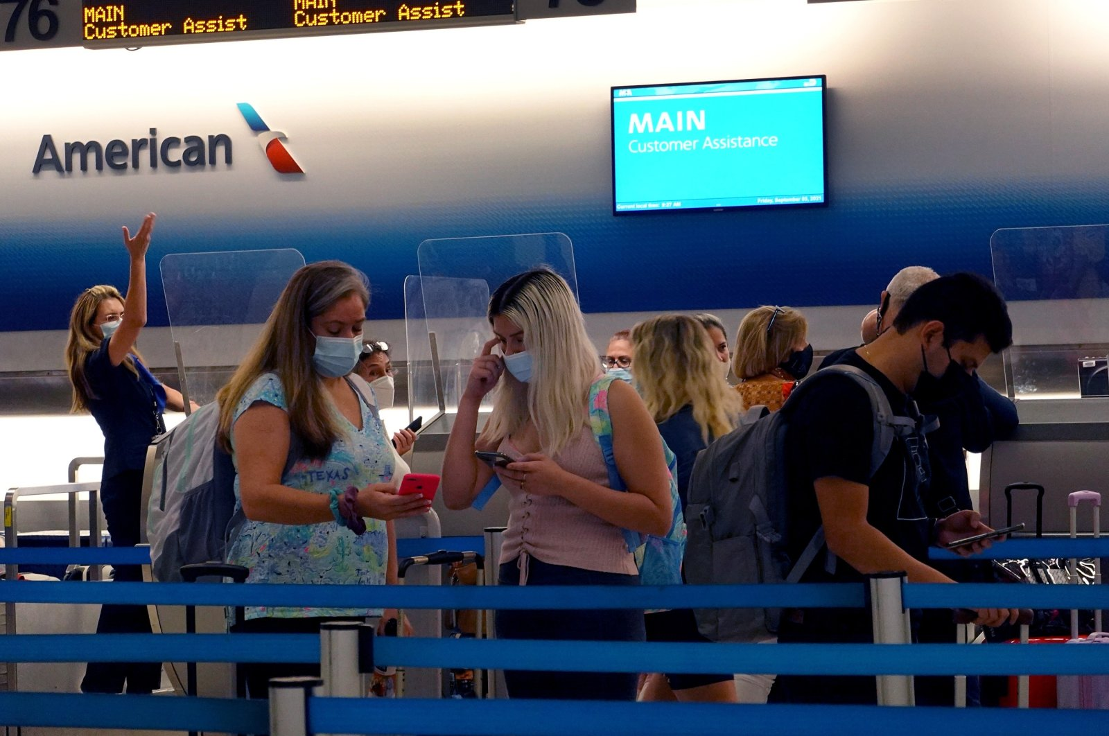Travelers wait to drop their baggage at the American airlines counter in the Miami International Airport before starting the Labor Day weekend on Sept. 3, 2021, in Miami, Florida, U.S. (AFP Photo)
