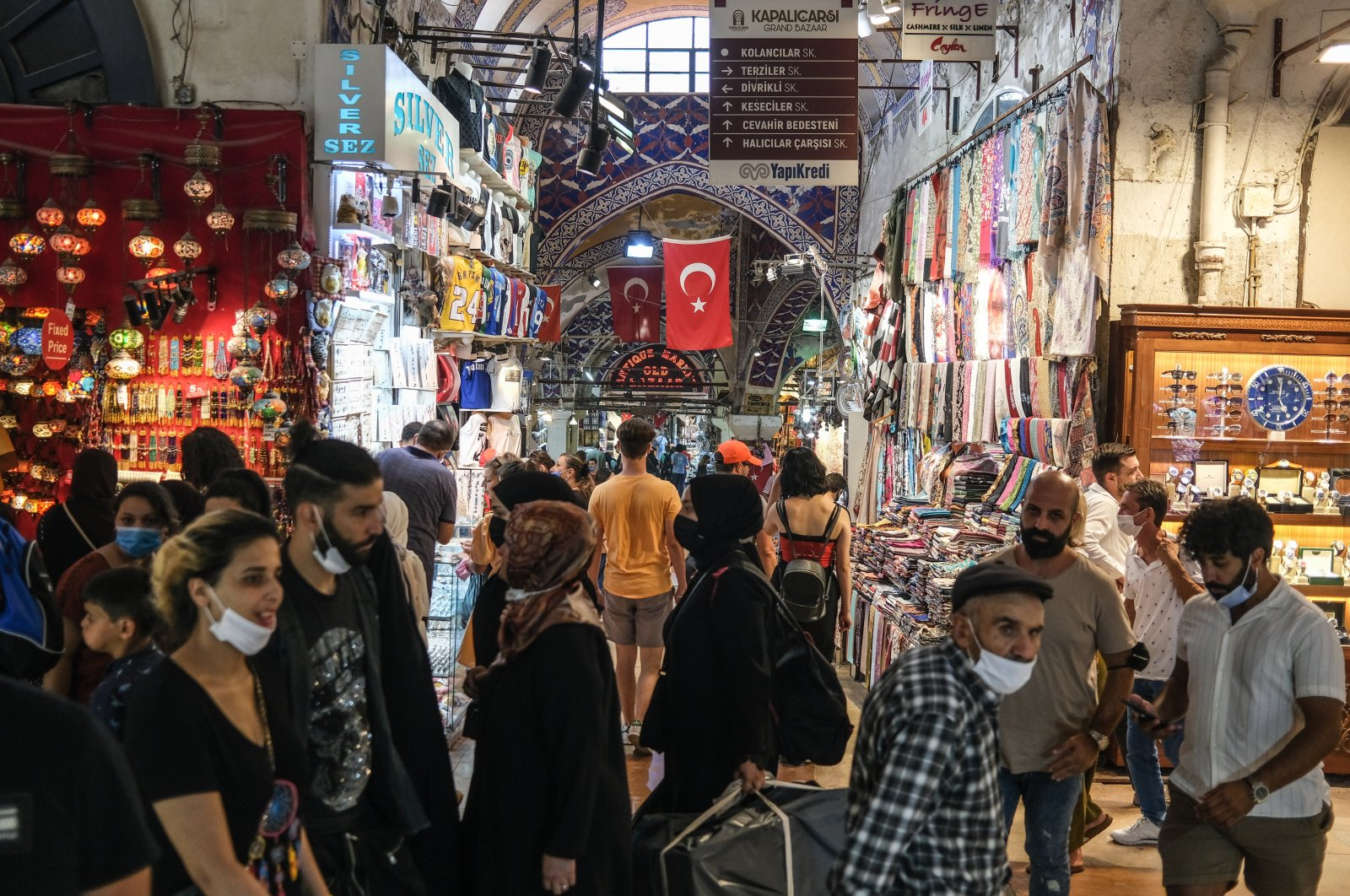 A crowd of mostly tourists wearing face masks at the historical Grand Bazaar, in Istanbul, Turkey, Aug. 10, 2021. (EPA Photo)