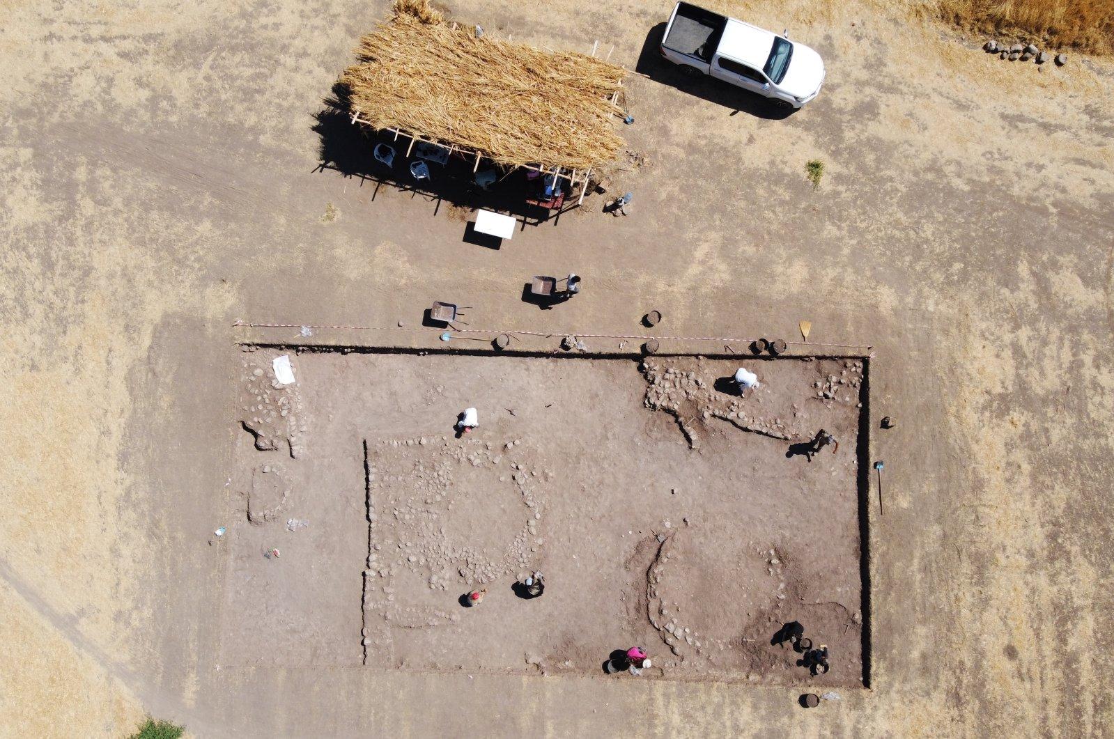 Archaeologists work on the settlement found in Domuztepe Mound, Kahramanmaraş, southern Turkey, Sept. 7, 2021. (AA Photo)