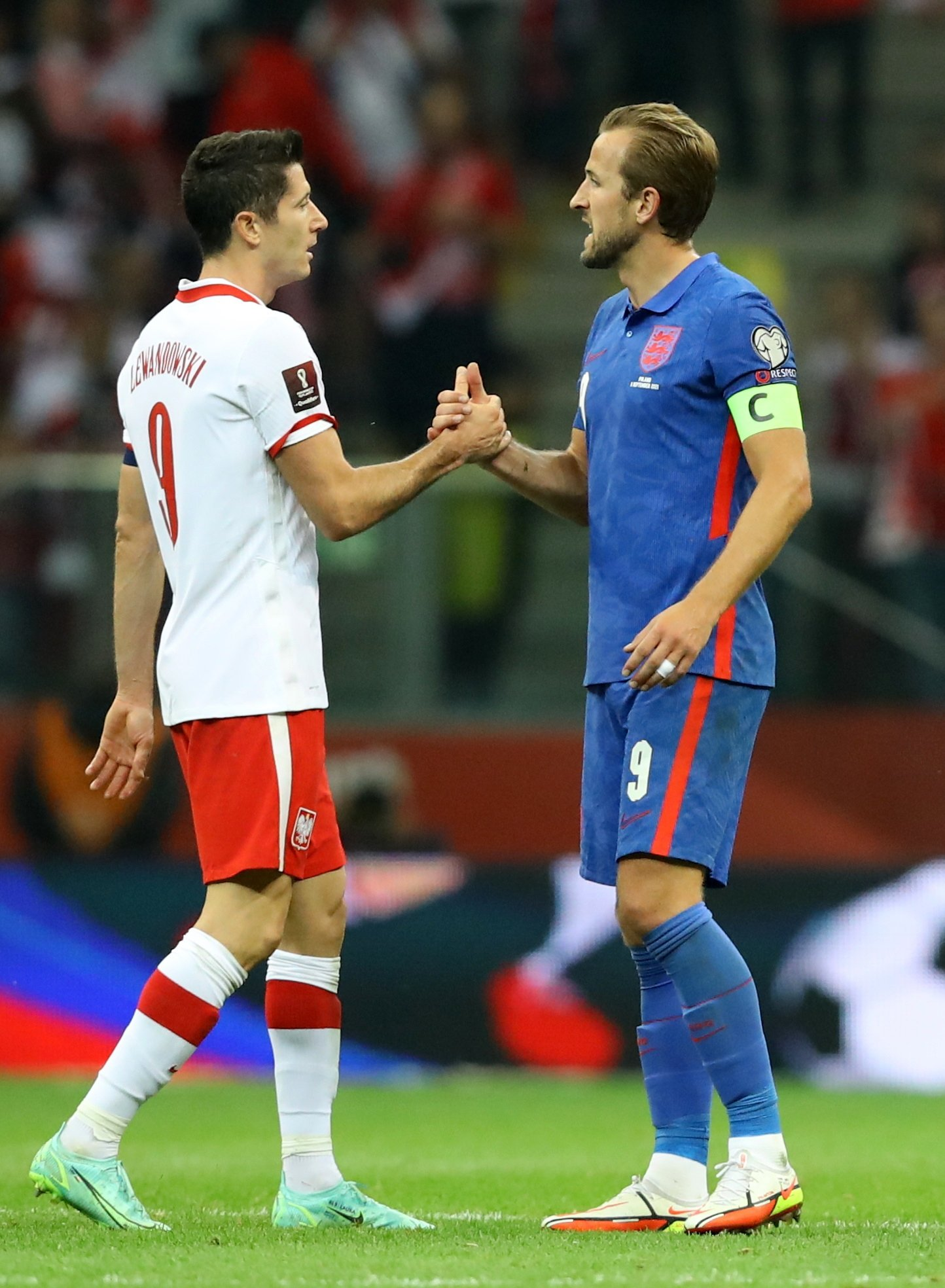 Poland's Robert Lewandowski shakes hands with England's Harry Kane after their World Cup 2022 European qualifier match in Warsaw, Poland, Sept. 8, 2021. (Reuters Photo)