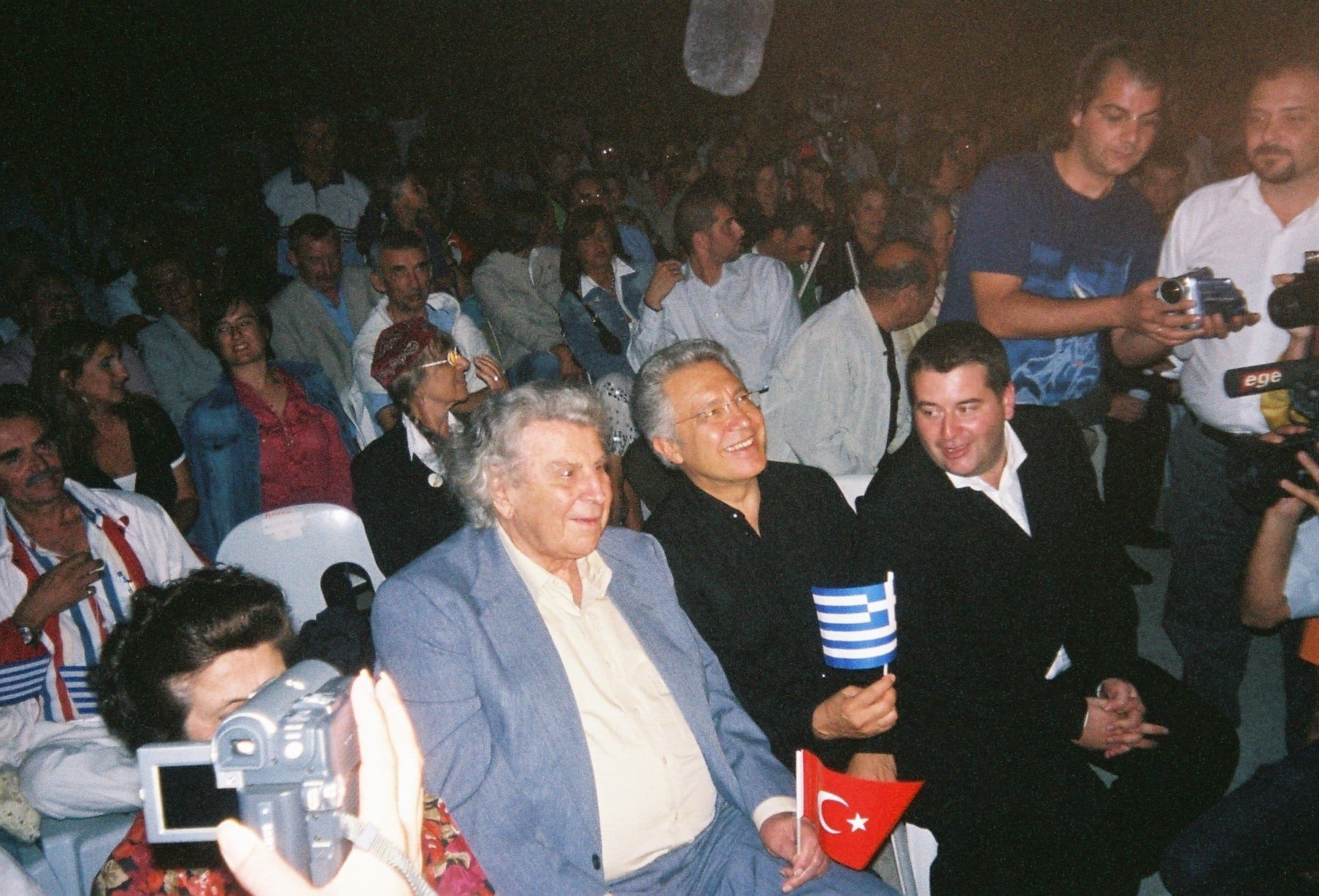 This file photo provided on Sept. 3, 2021 shows Mikis Theodorakis and Zülfü Livaneli next to each other before a joint concert in 2005 in Çeşme, western Turkey. (IHA Photo)