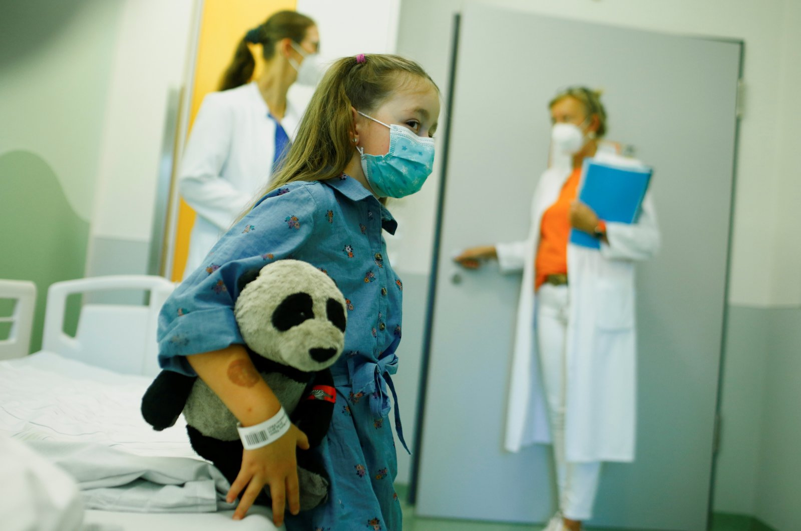 A five-year-old girl suffering from long term COVID-19 side effects sits in a treatment room of the children's hospital Universitaets-Kinderklinik, in Bochum, Germany, Sept. 8, 2021. (Reuters Photo)