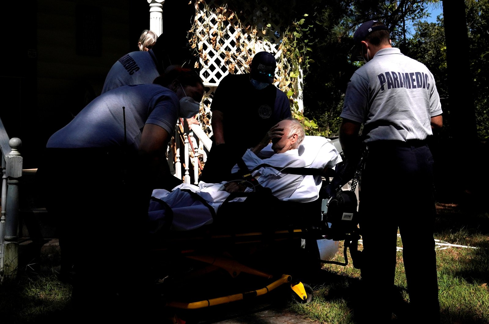 Paramedics prepare to transport a man suffering from possible COVID-19 symptoms in McLoud, Oklahoma, U.S., Sept. 8, 2021. (Reuters Photo)