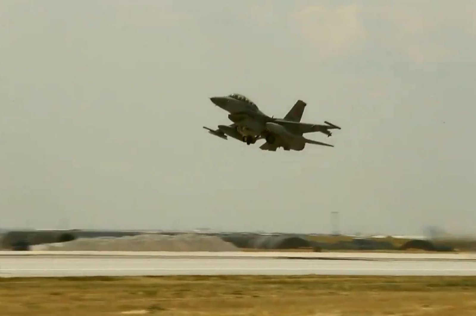 A Turkish fighter jet takes off to participate in counterterrorism operations in northern Iraq's Metina region in this undated file photo. (DHA File Photo)