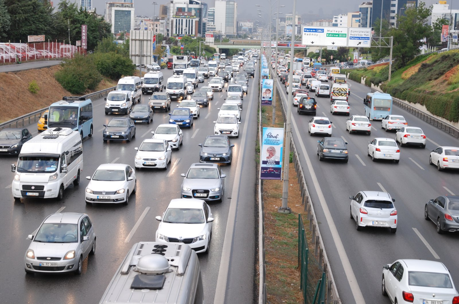 A view of heavy traffic on D-100 highway on the Asian side of Istanbul, Turkey, Sept. 6, 2021. (AA PHOTO)