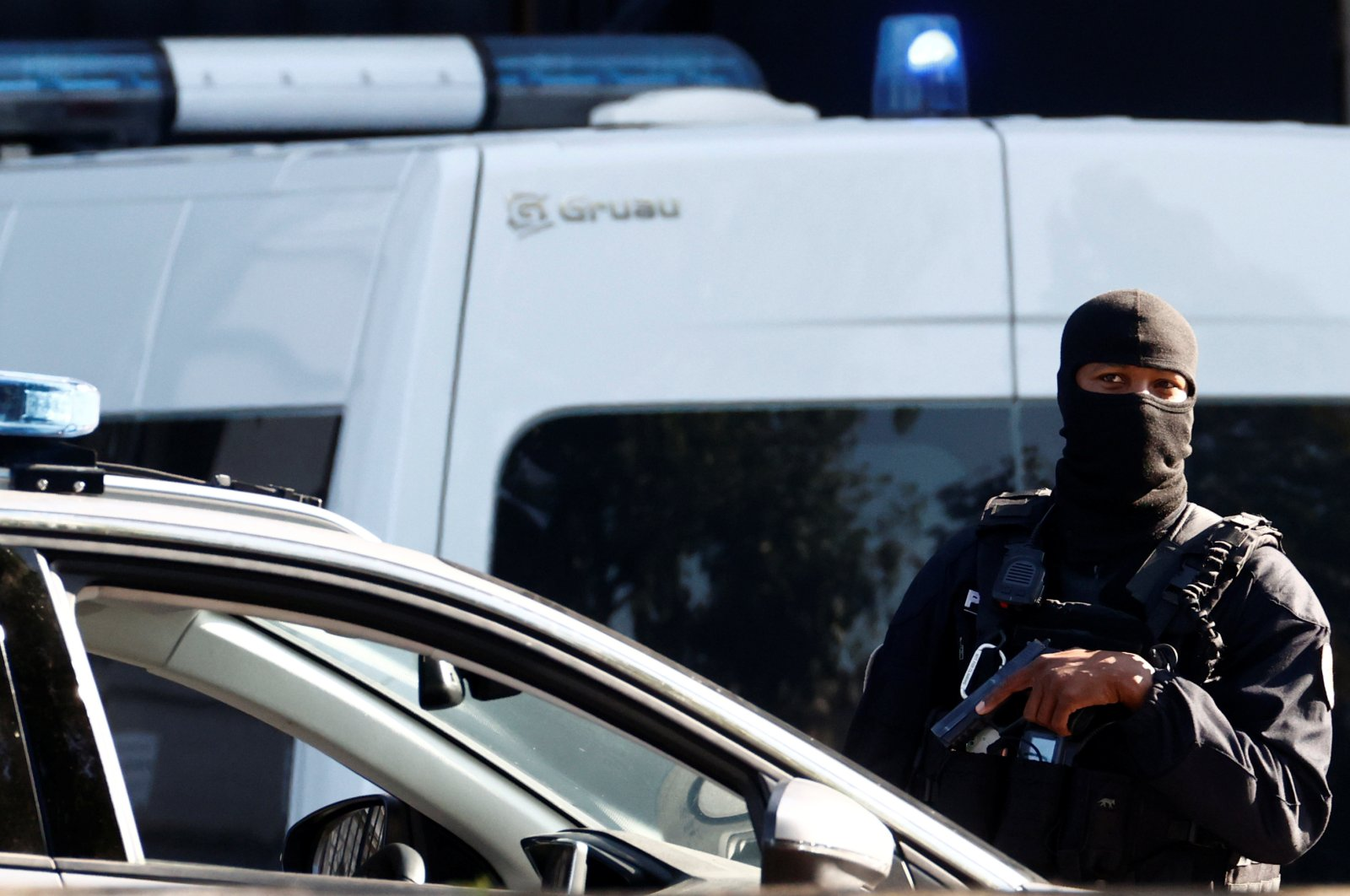 French police secure the Paris courthouse during the arrival of a convoy believed to be carrying the defendants standing trial over Paris' November 2015 attacks, in Paris, France, Sept. 8, 2021. (Reuters Photo)
