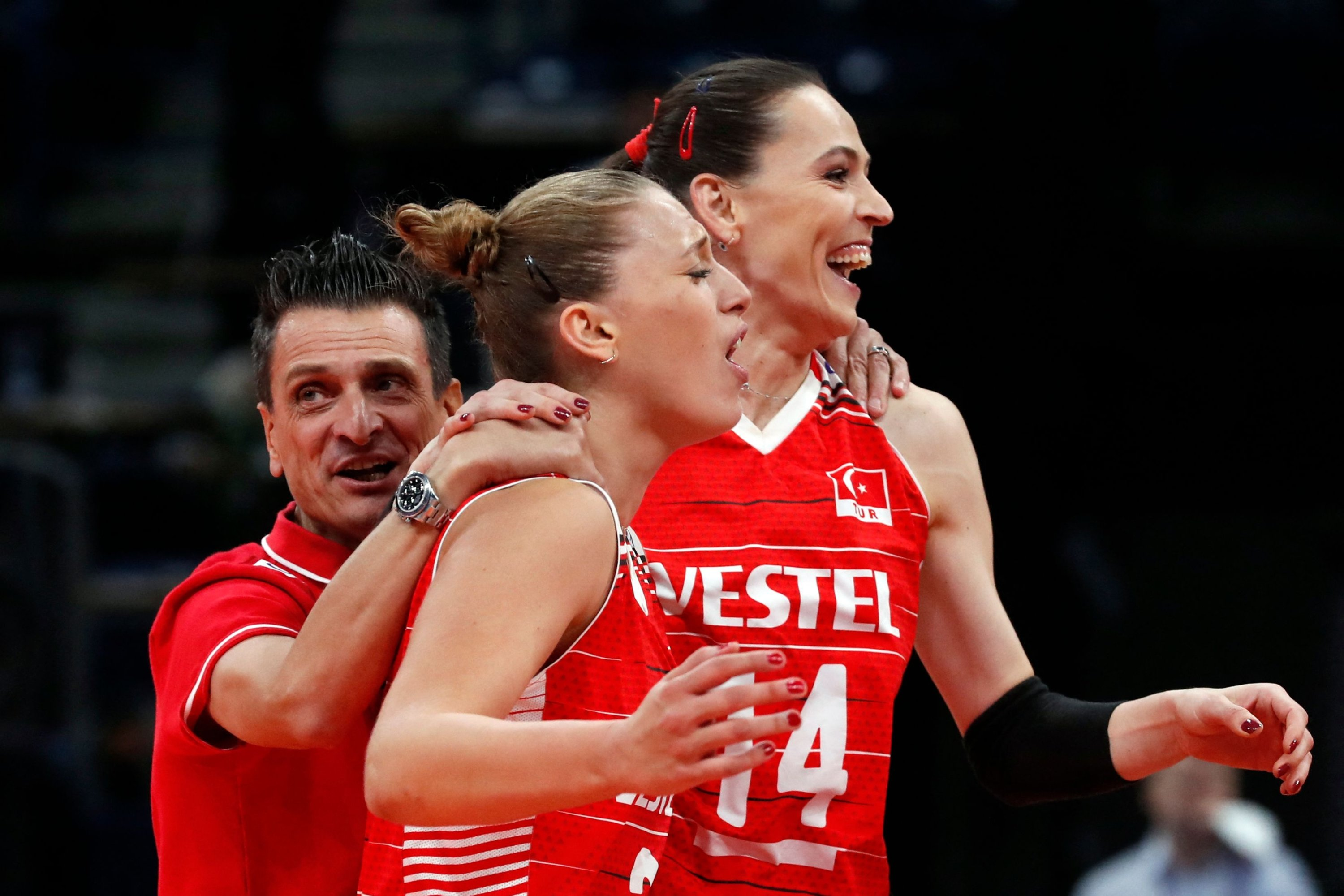 (L-R) Turkey's head coach Giovanni Guidetti, Cansu Özbay and Eda Erdem Dündar celebrate after winning the CEV EuroVolley 2021 women's volleyball match for third place between Turkey and the Netherlands, in Belgrade, Serbia, Sept. 4, 2021. (AFP Photo)