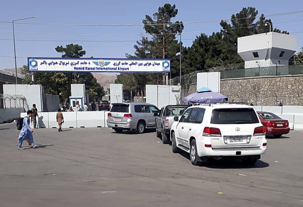 Afghan police check the cars at the entrance gate of Hamid Karzai International Airport in Kabul, Afghanistan, Aug. 15, 2021. (Reuters Photo)
