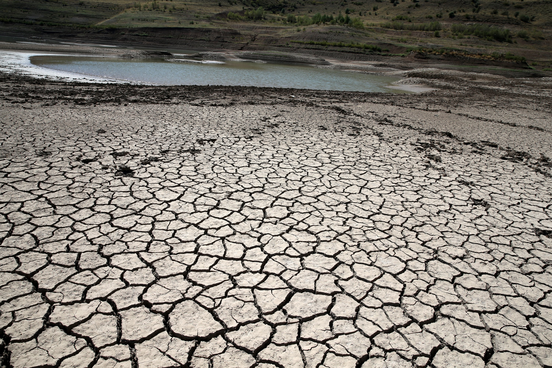 A dried part of 4 Eylül Dam, in Sivas, central Turkey, Sept. 12, 2021. (AA PHOTO)