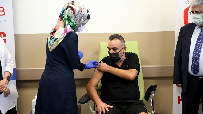 A volunteer gets vaccinated with Turkovac, at Erciyes University, in Kayseri, central Turkey, Aug. 25, 2021. (AA Photo)