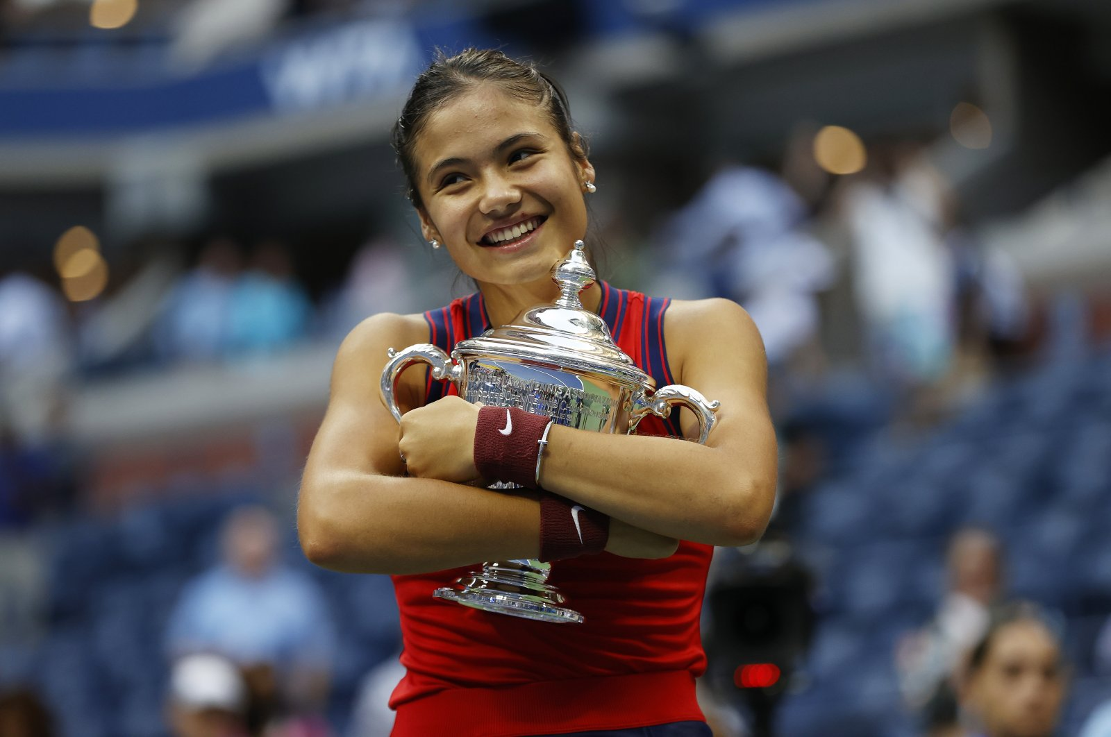 Britain's Emma Raducanu celebrates after winning the 2021 U.S. Open women's singles final, New York, U.S., Sept. 11, 2021. (AA Photo)