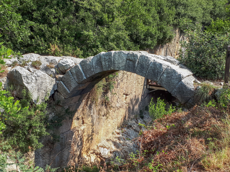 Ancient structures nearthe Roman Titus Tunnel, inthe Samandağ district of Hatay,Turkey. (Shutterstock Photo)