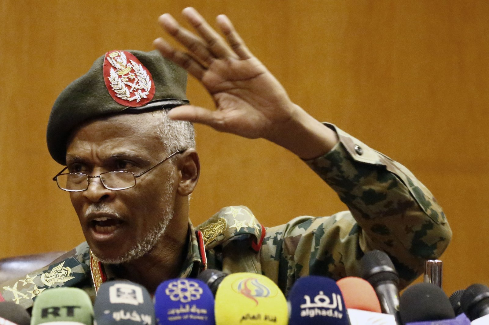 Lieutenant General Omar Zain al-Abdin, the head of the new Sudanese military council's political committee, speaks at a news conference one day after Sudan's army ousted the Arab-African country's veteran president Omar al-Bashir, in the capital Khartoum, Sudan, April 12, 2019. (AFP Photo)