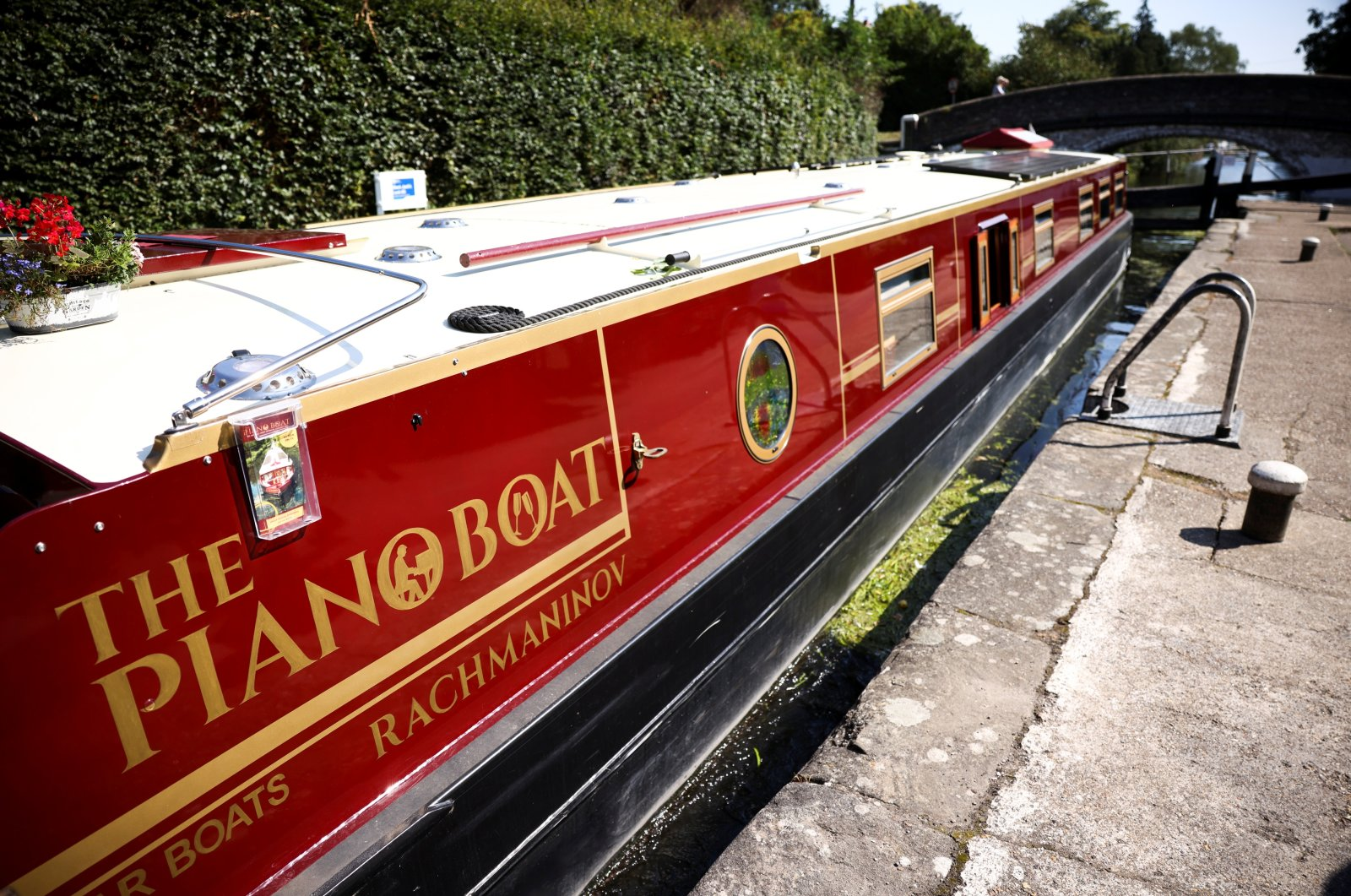 The canal boat concert hall, named The Piano Boat, owned by pianists Masayuki Tayama and Rhiana Henderson is seen in Harefield, Britain, Sept. 8, 2021. (Reuters Photo)