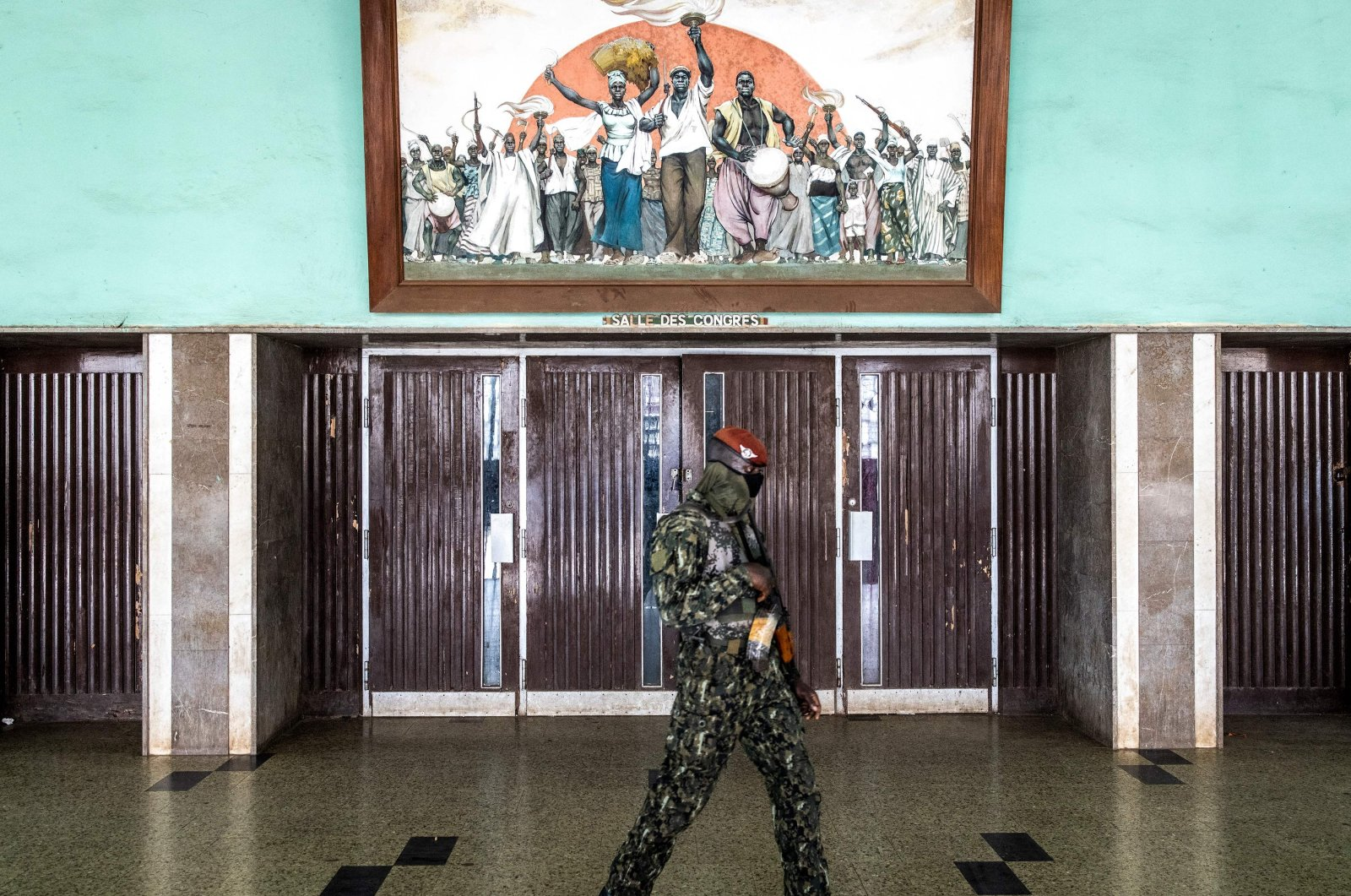 A member of the Guinean Special Forces patrols the Peoples Palace during the first session of talks between Col. Mamady Doumbouya and current Guinean political parties in Conakry, Guinea, Sept. 14, 2021. (AFP Photo)
