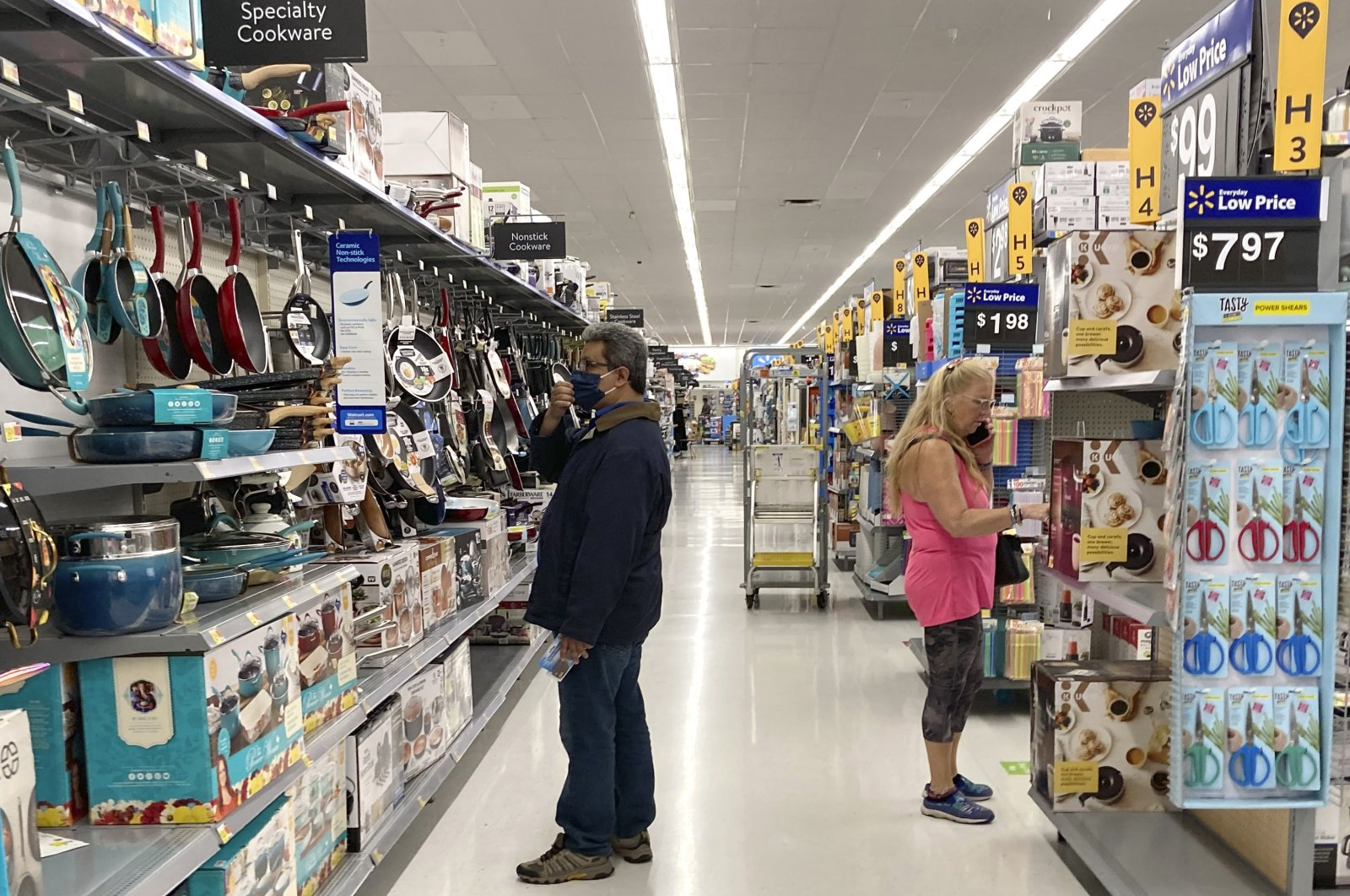 Consumers shop at a Walmart store in Vernon Hills, U.S., May 23, 2021. (AP Photo)