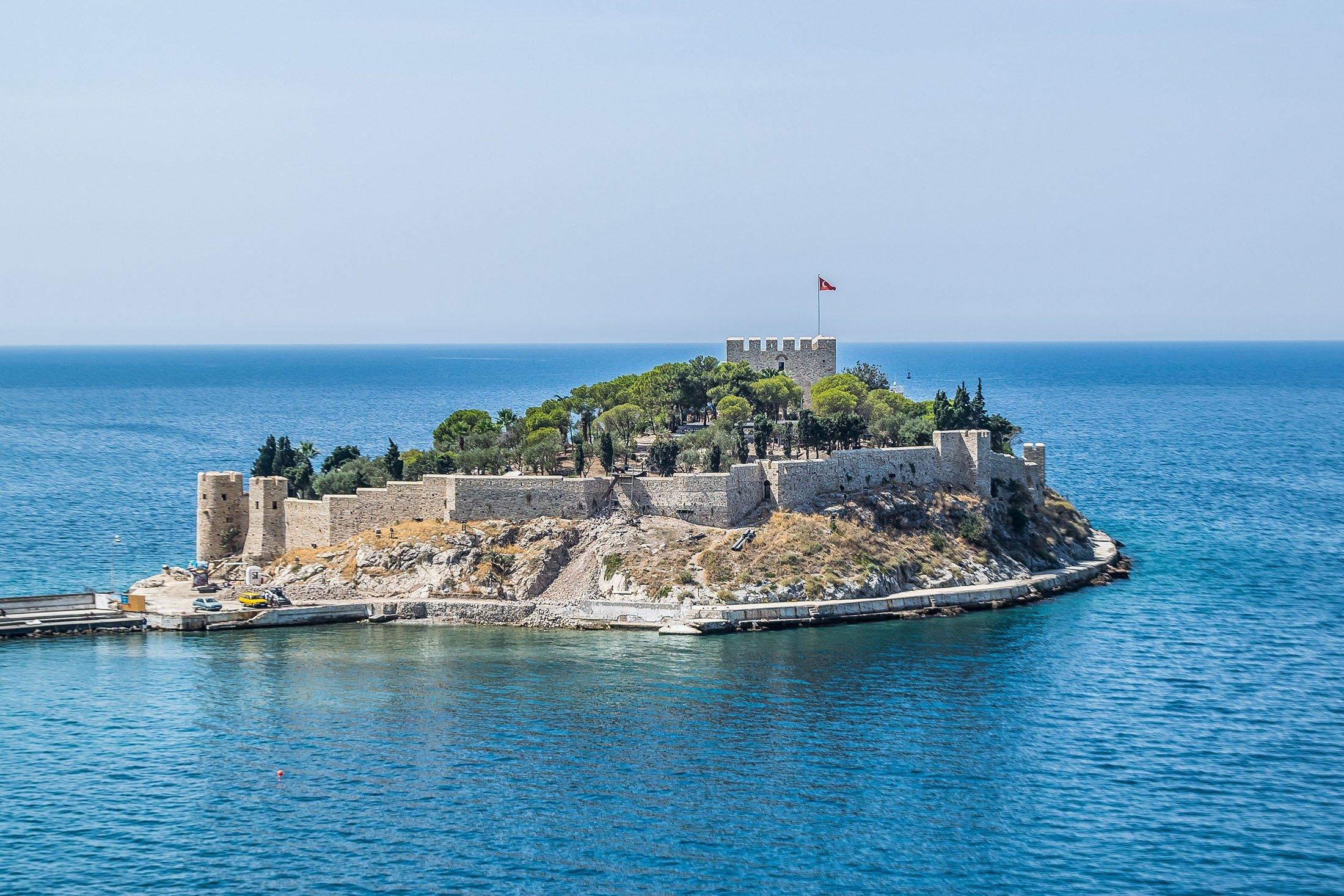 The Güvercinada island and castle, in Kuşadası, Turkey. (Shutterstock Photo)