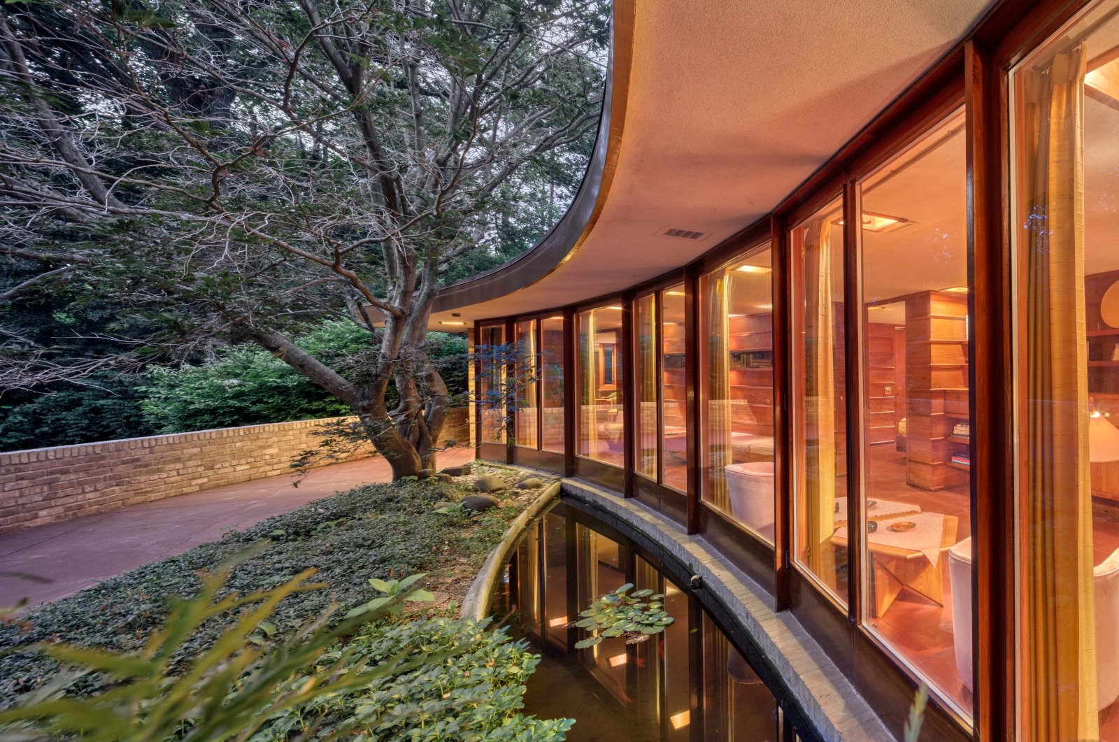 The Laurent House in Springfield immediately catches your eyes with its wide, curved glass front. (DPA Photo)