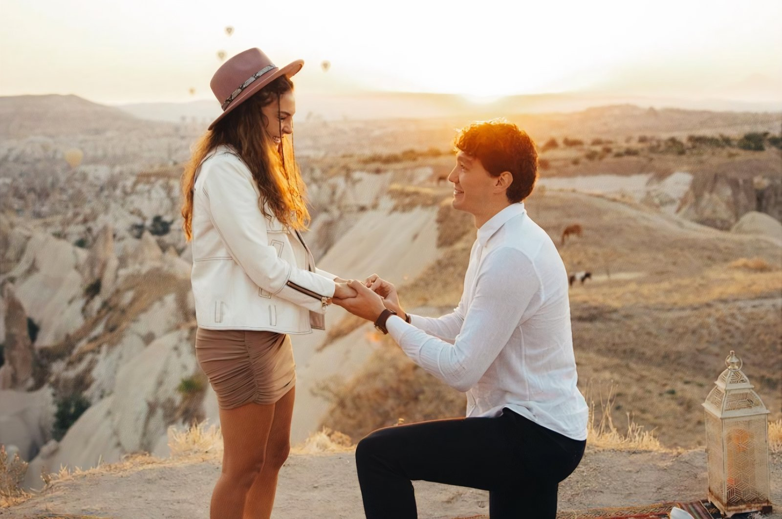 Turkish NBA star Cedi Osman (R) proposes to his long-time girlfriend Ebru Şahin in Cappadocia, Nevşehir, central Turkey, Sept. 14, 2021. (Photos: Cedi Osman on Instagram)