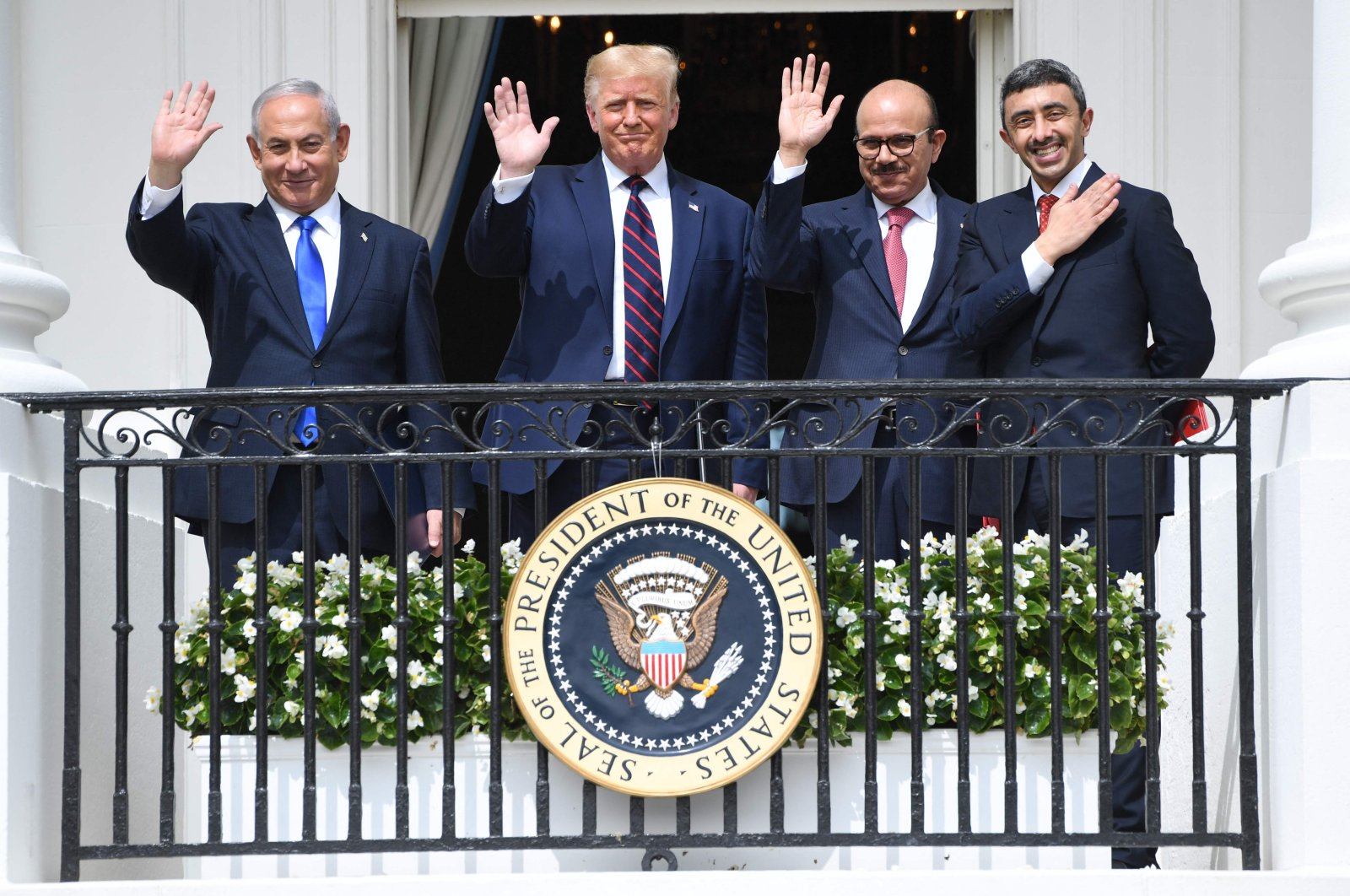 (L-R) Israeli Prime Minister Benjamin Netanyahu, US President Donald Trump, Bahrain Foreign Minister Abdullatif Al-Zayani and UAE Foreign Minister  Sheikh Abdullah bin Zayed bin Sultan Al Nahyan wave from the Truman Balcony at the White House after they participated in the signing of the Abraham Accords in Washington, D.C., U.S., Sept. 15, 2020. (AFP Photo)