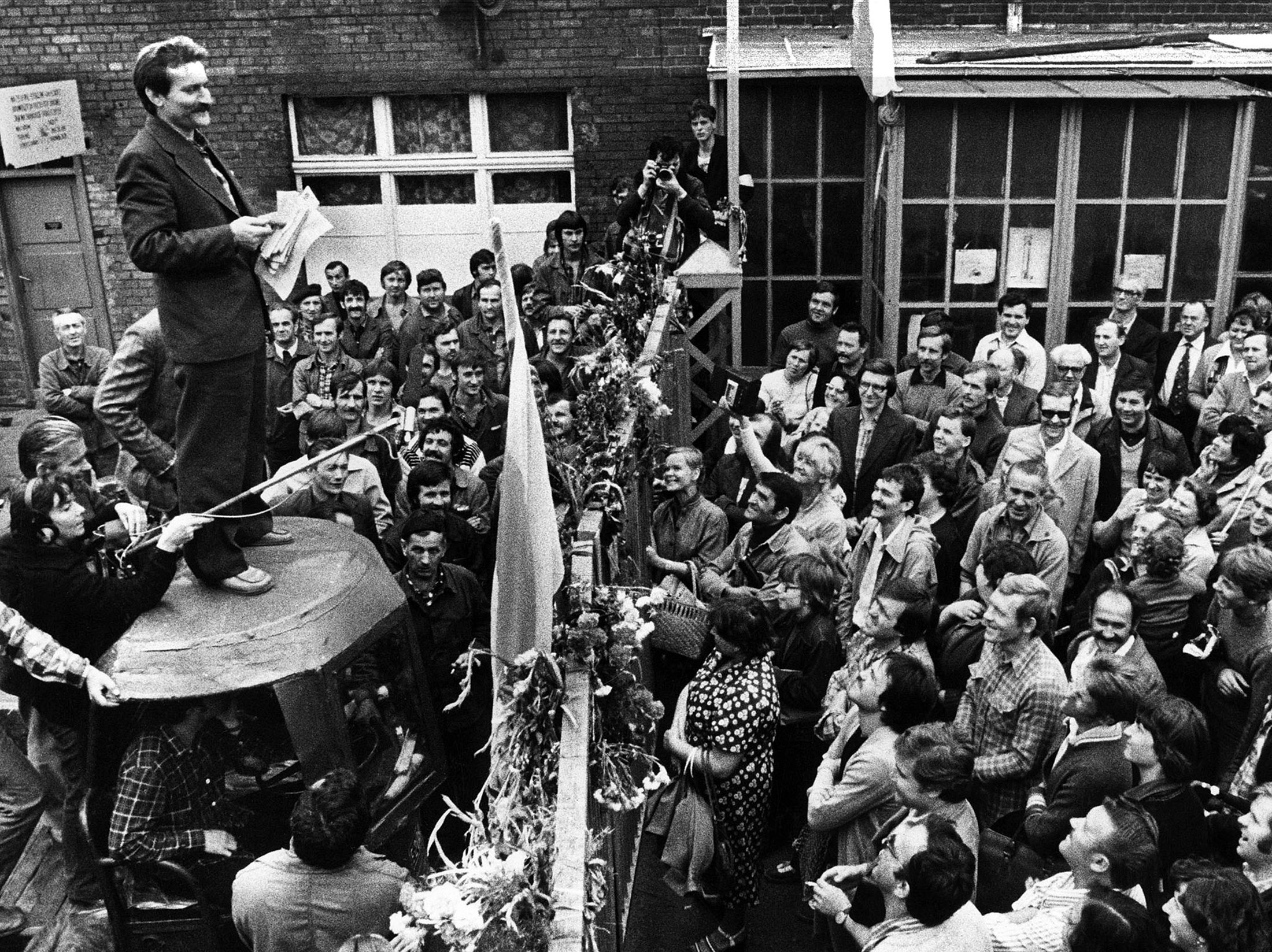 Former Polish President and Solidarity founding leader Lech Walesa (L) speaks to workers during a strike at the Gdansk shipyard, Poland, Aug. 8, 1980. (Reuters Photo)